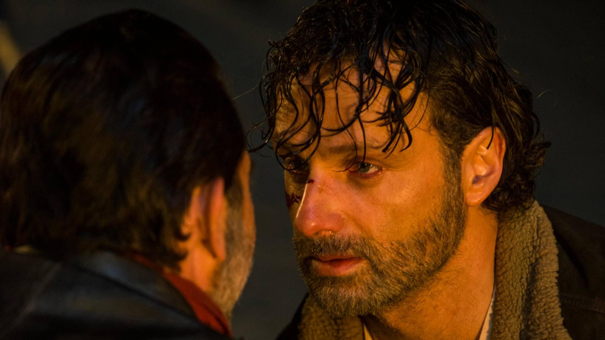 """Bevor """"The Walking Dead"""" mit Staffel 8 im kommenden Jahr durchstartet, erfahren wir am 23. Oktober endlich, wie es zwischen Negan und Rick weitergeht."""