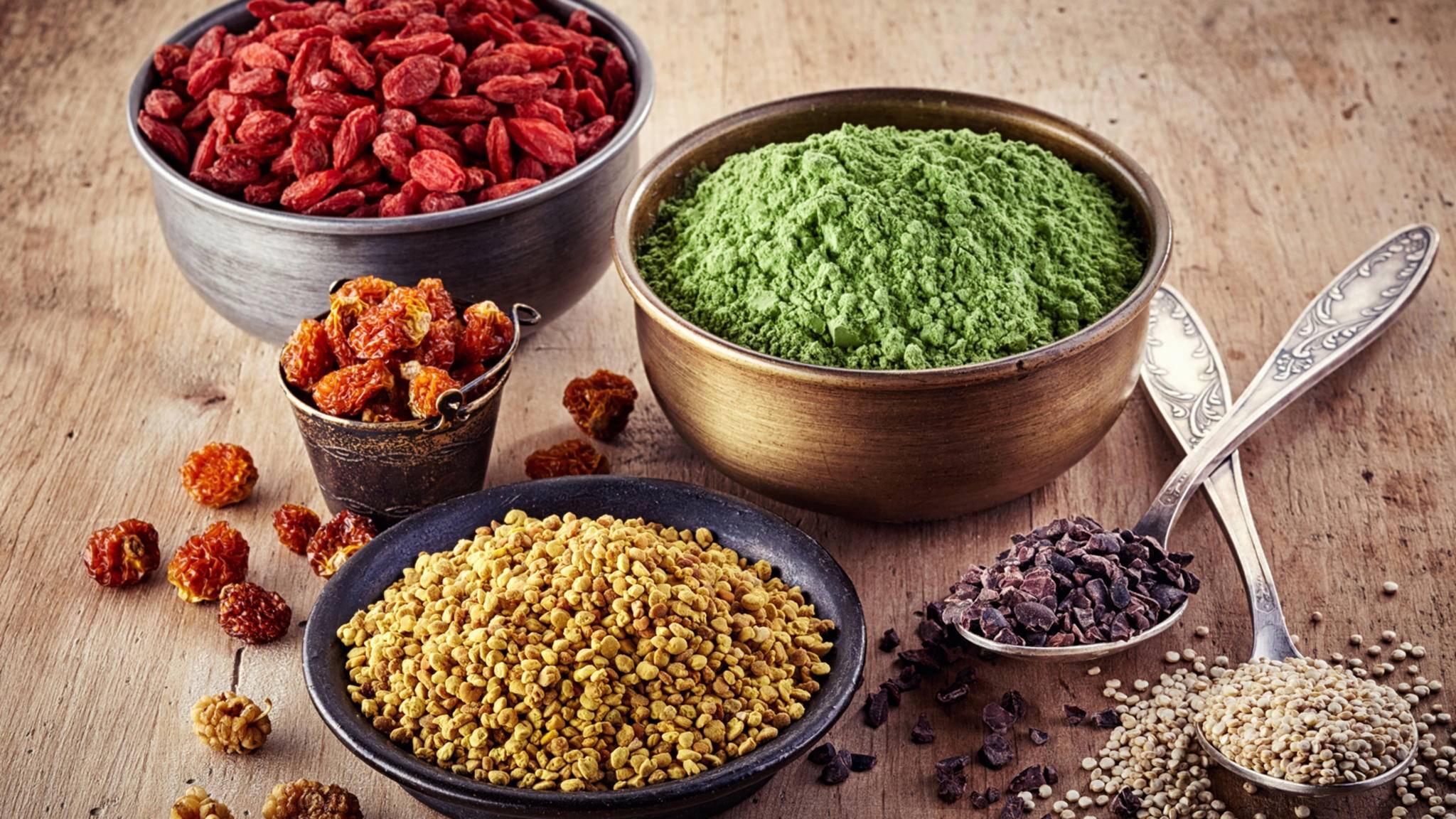Superfoods versprechen ungeahnte Gesundheitsvorteile und werden deshalb teils von weit her importiert. Doch es gibt auch gute heimische Alternativen.