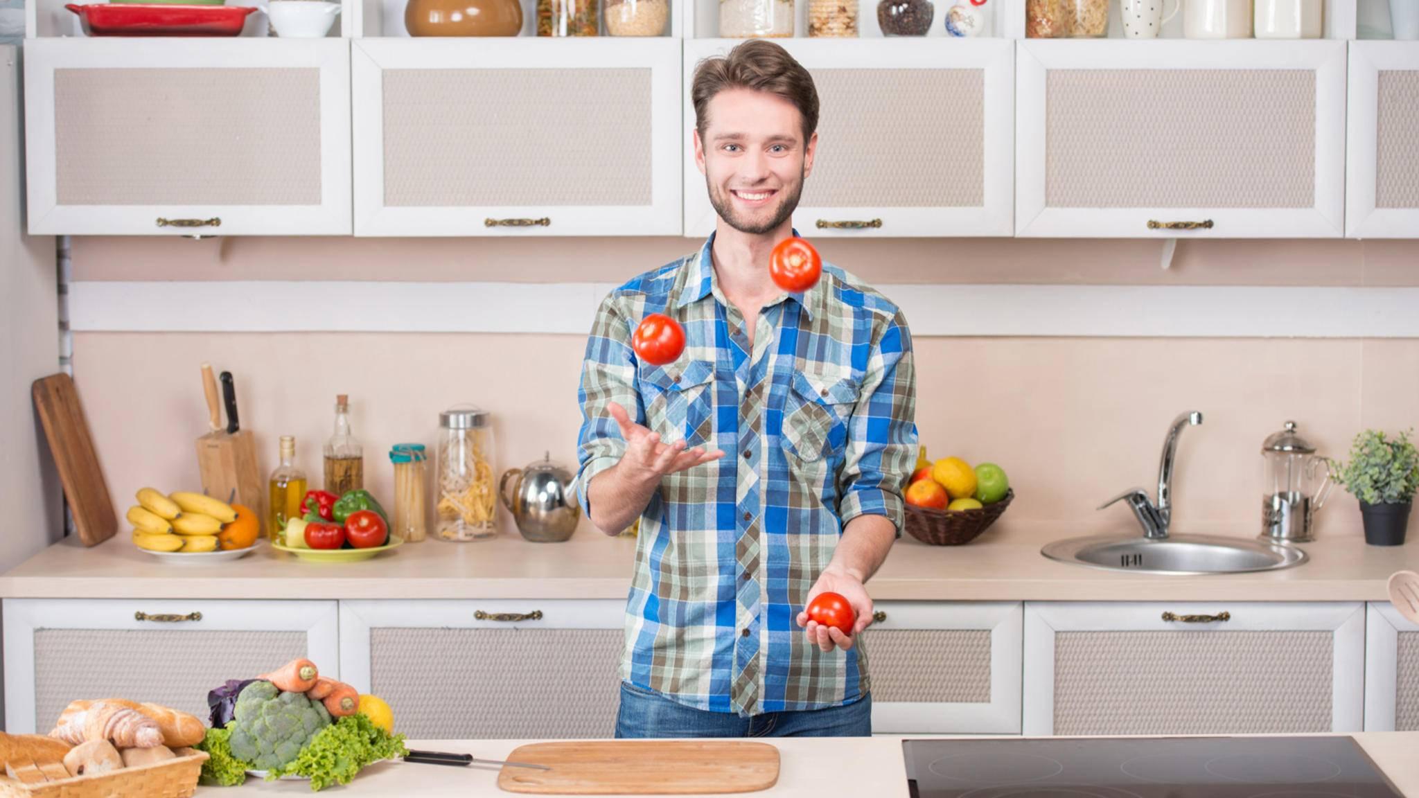 Mit diesen Lifehacks wirst Du im Handumdrehen zum Küchen-Akrobaten!