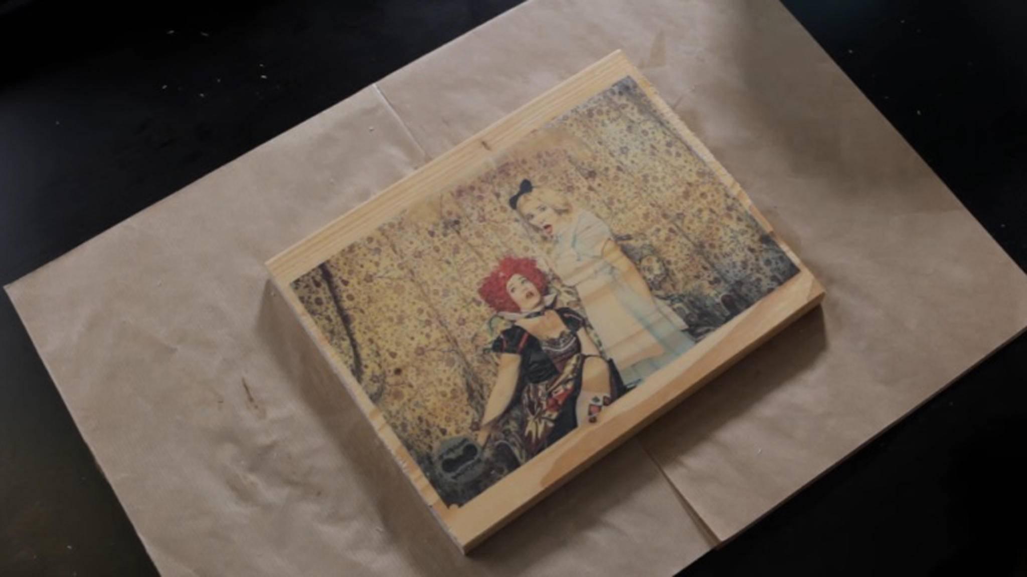 Fotos auf Holz haben einen rustikalen Touch.