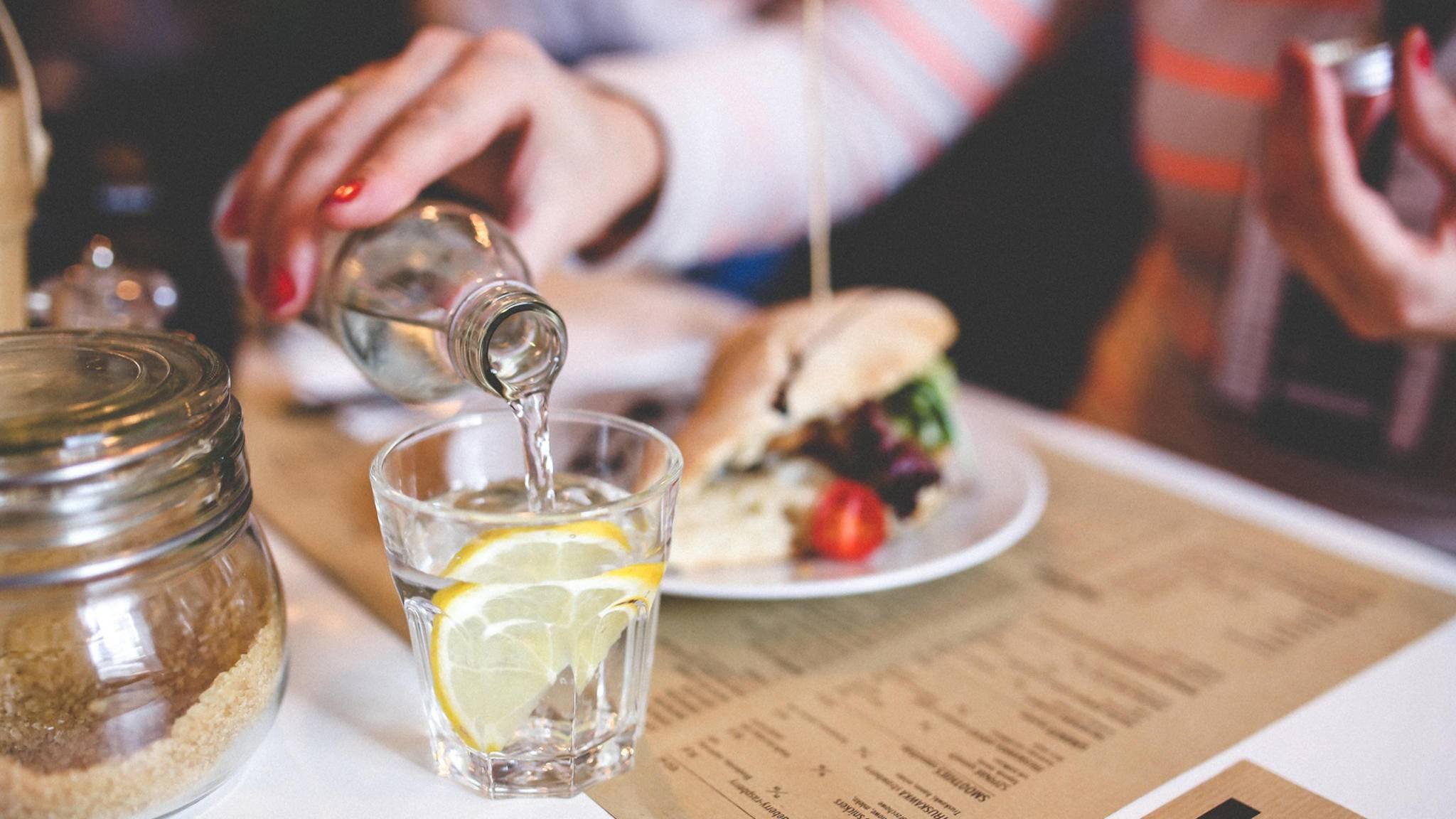Ein Restaurantbesuch ist bei einer Diät eine Herausforderung.