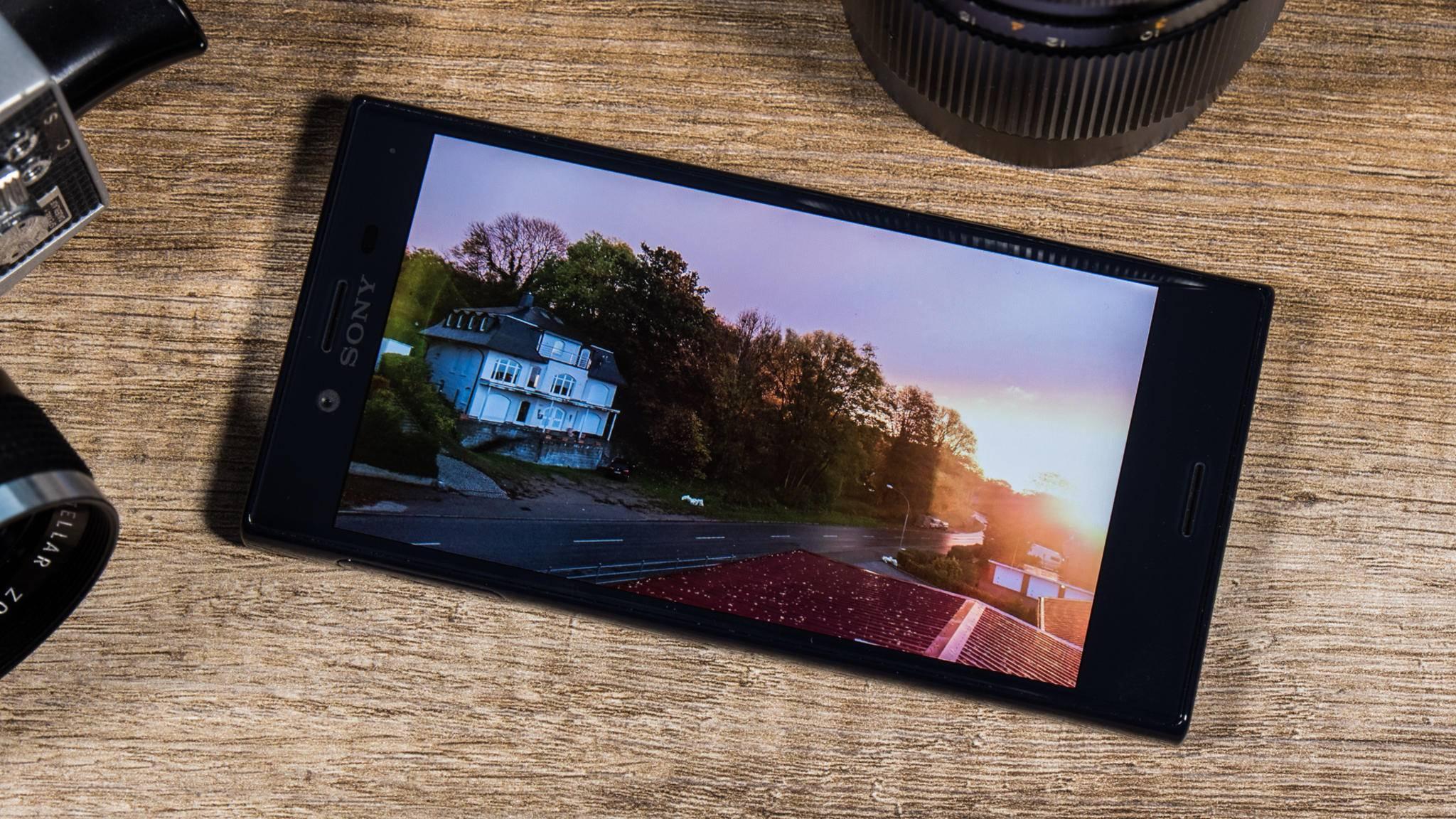 Das Xperia X Compact geht mit guter Kamera und starker Akkulaufzeit auf Kundenfang.