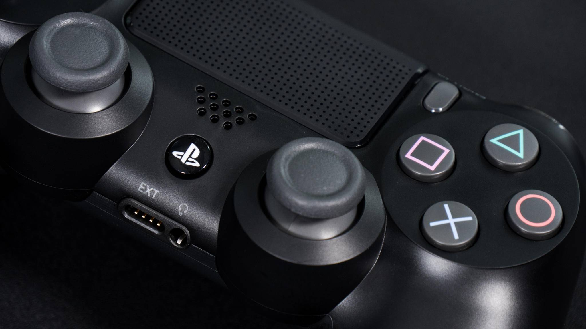 Mit einem PS4-Controller kannst Du auch Smartphone-Spiele zocken.