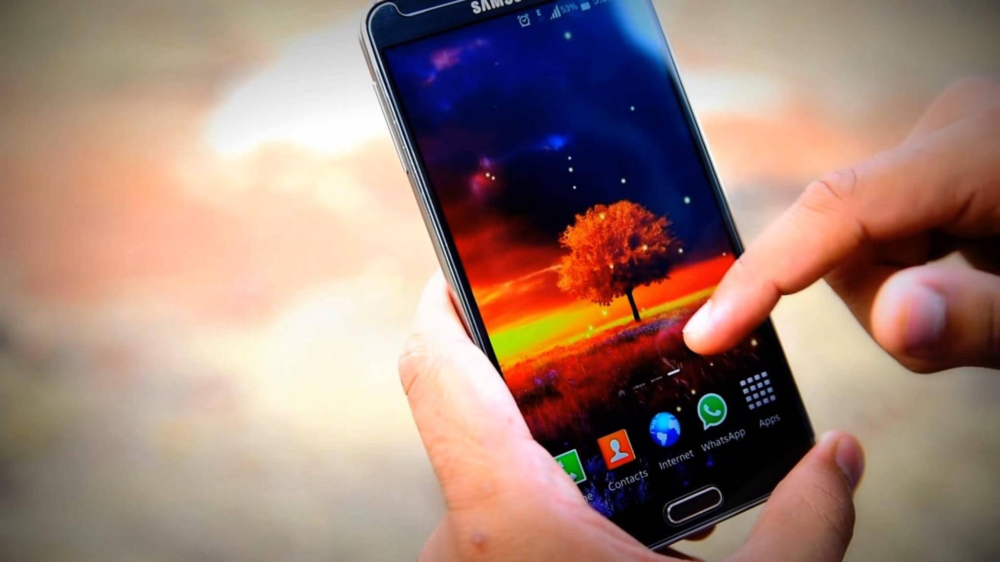 Ein schönes Hintergrundbild kann Dein Android-Erlebnis verbessern.