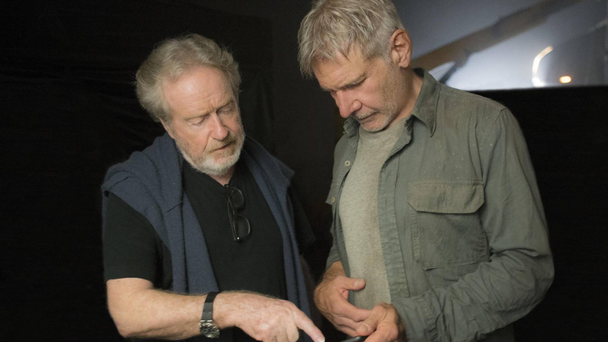 Wenn es um Sequels seiner erfolgreichsten Filme geht, hat Filmemacher Ridley Scott (l.) noch lange nicht genug.