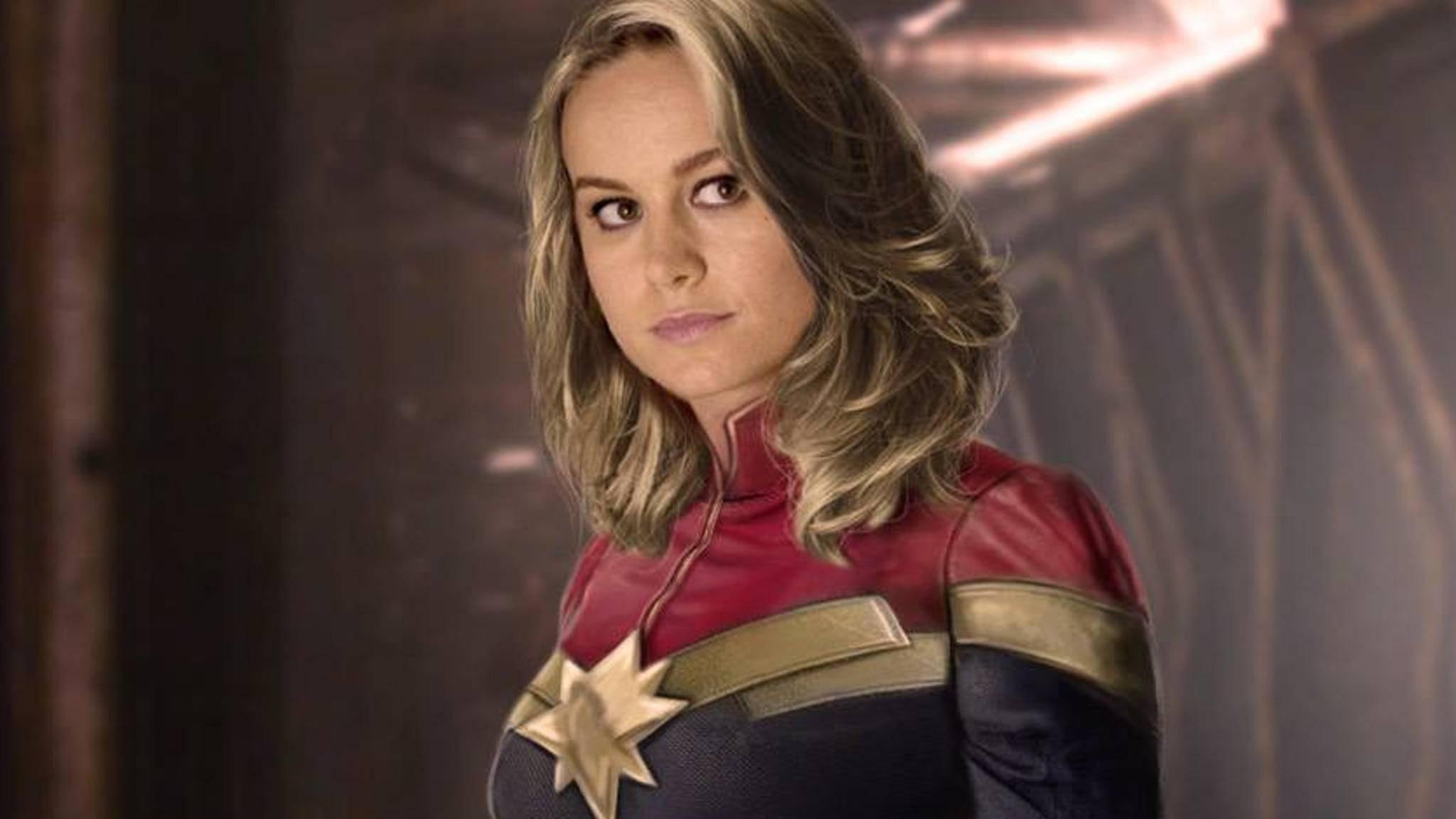 Rot, gold und blau – so gibt es Captain Marvel erst einmal nicht zu sehen.