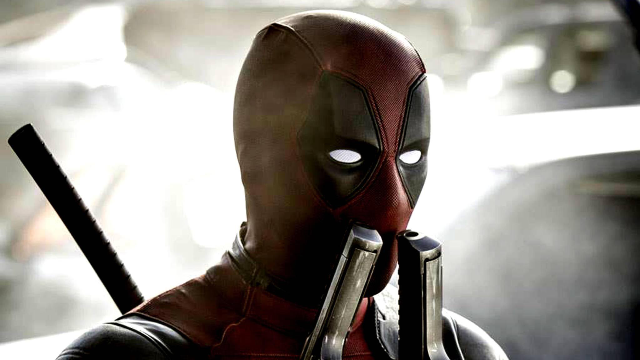 Deadpool (Ryan Reynolds) lässt es sich auf einem neuen Foto gut gehen.