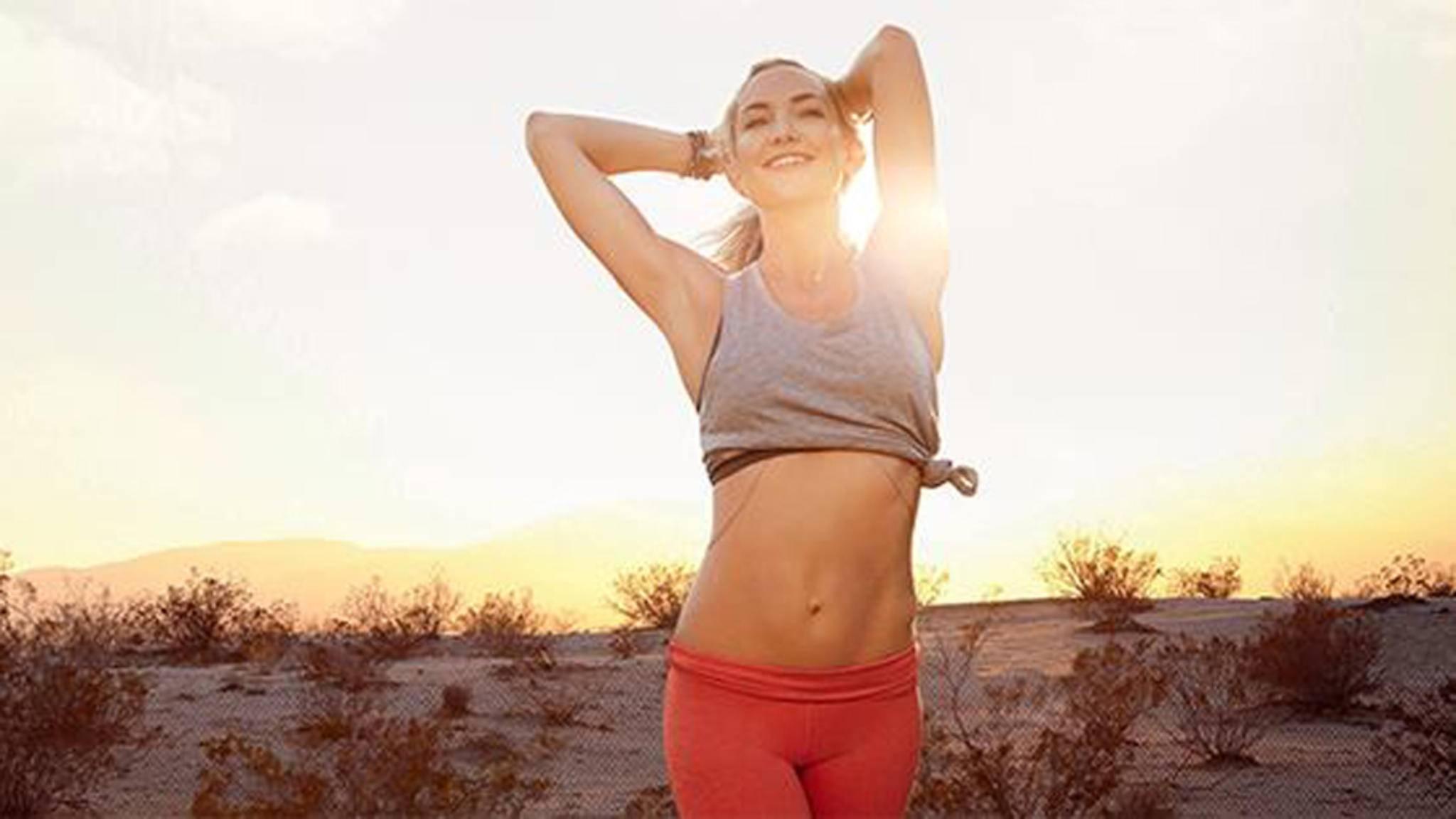 Kate Hudson ist dank eines regelmäßigen Workouts topfit.