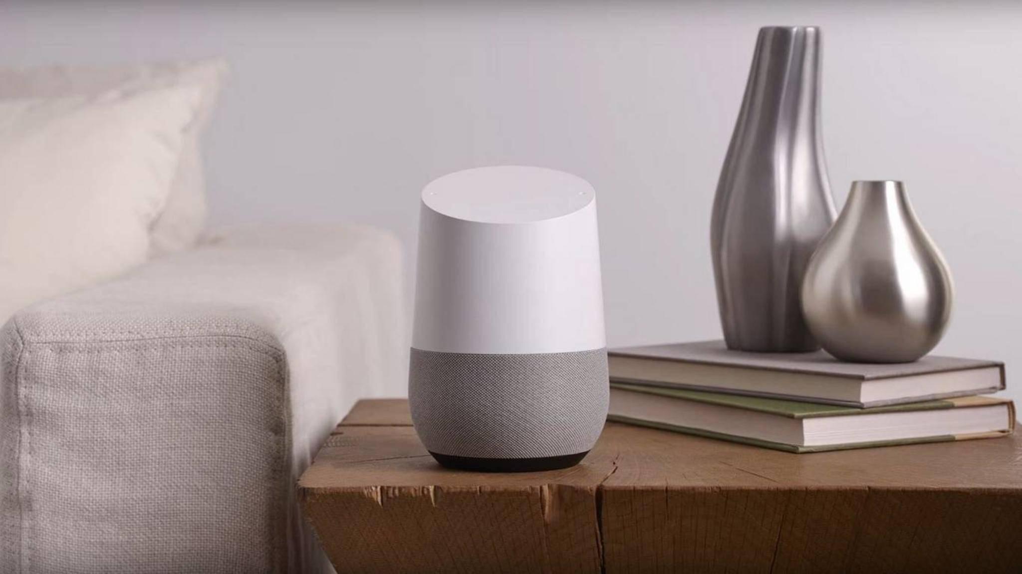Google Home wetteifert mit Amazon Echo um den Platz im Wohnzimmer.