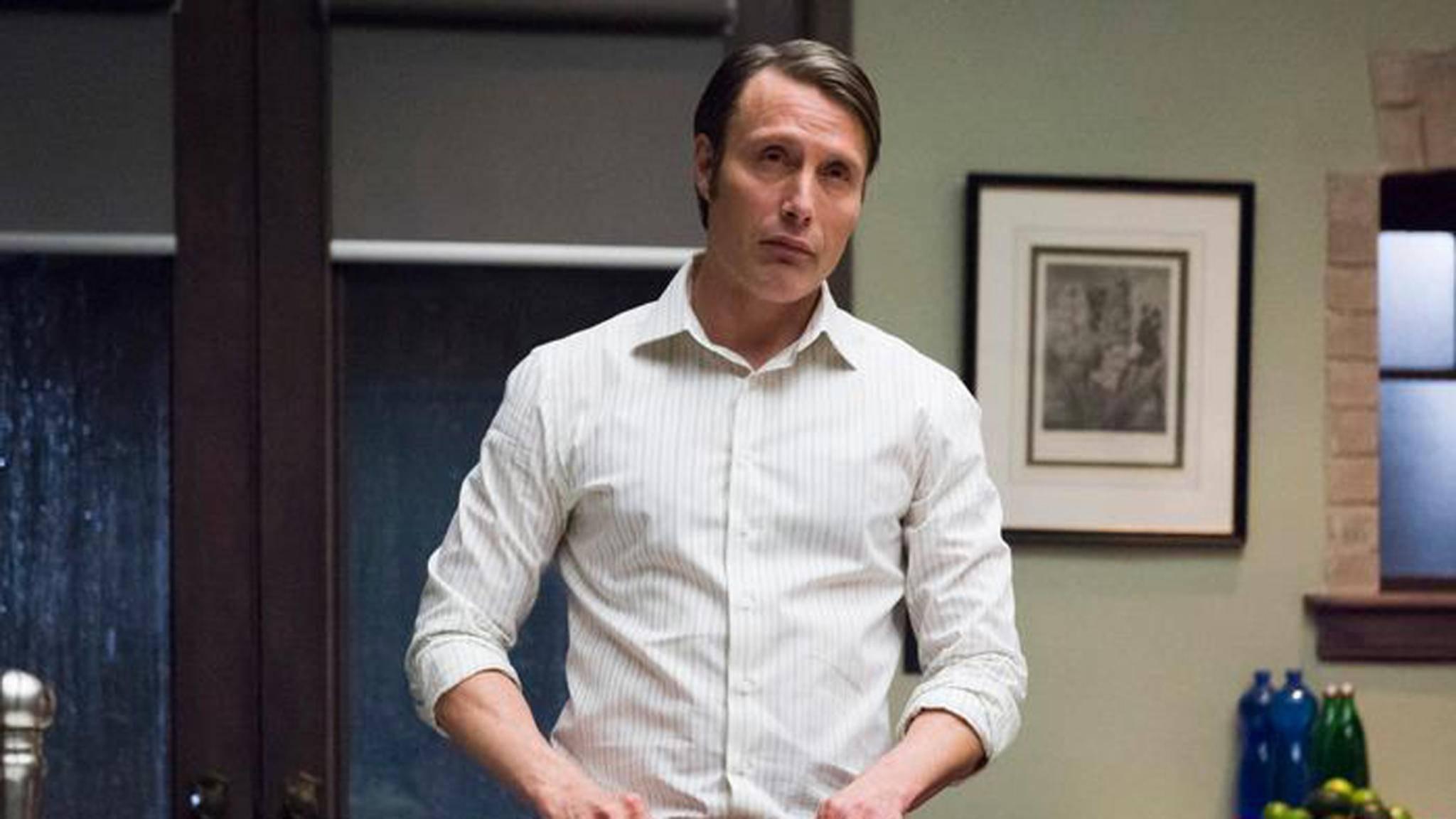 Mads Mikkelsen schafft es, in die großen Fußstapfen von Sir Anthony Hopkins zu treten und als Hannibal Lecter zu beeindrucken.