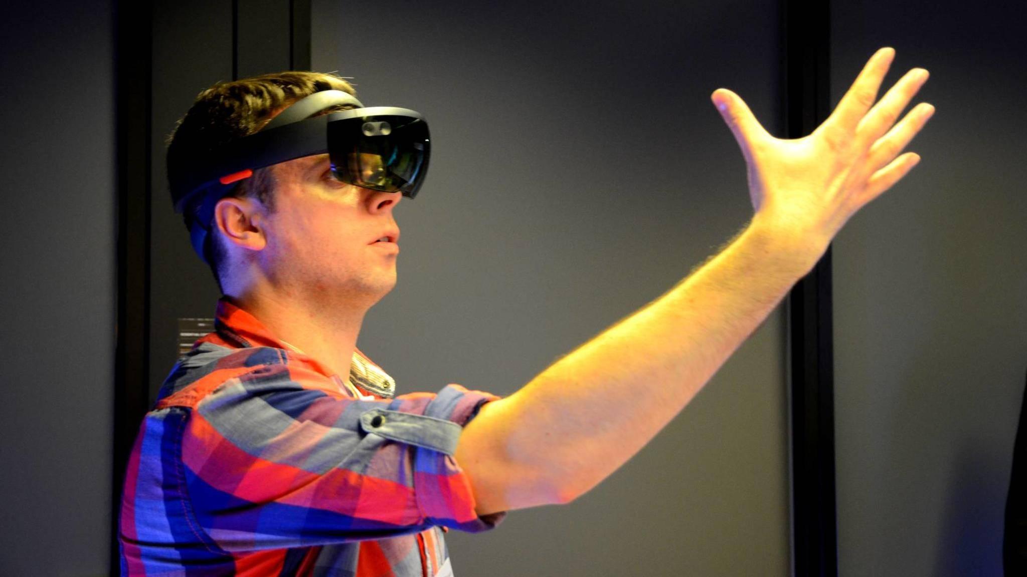 Microsoft HoloLens ist eine der ersten funktionierenden Augmented-Reality-Brillen.