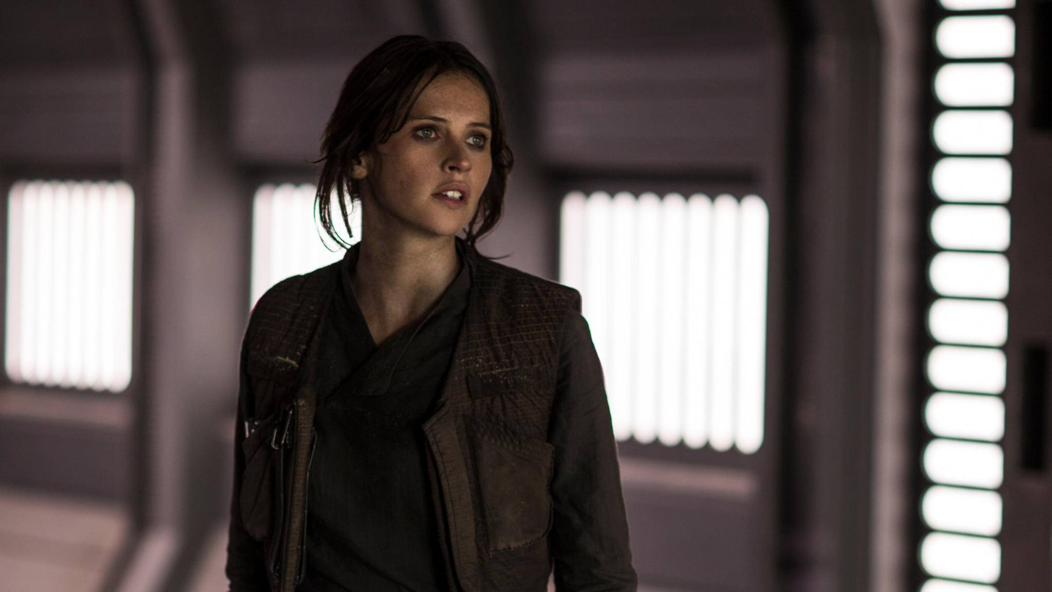 """Heldin Jyn Erso (Felicity Jones) trifft in """"Rogue One"""" einige alte Bekannte aus der """"Star Wars""""-Saga."""