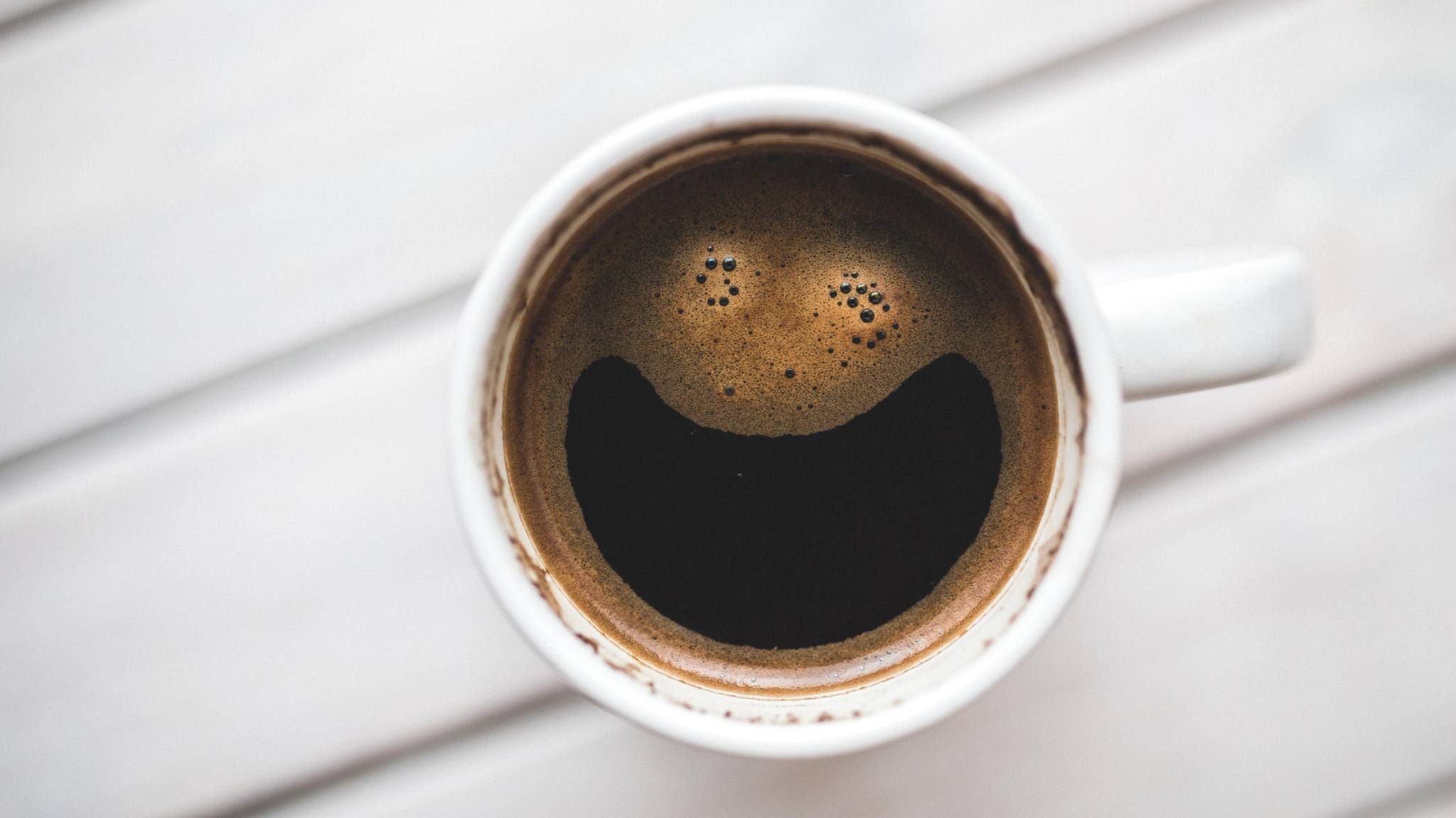 Geschenke rund um ihren Lieblingstrunk machen Kaffee-Junkies glücklich.