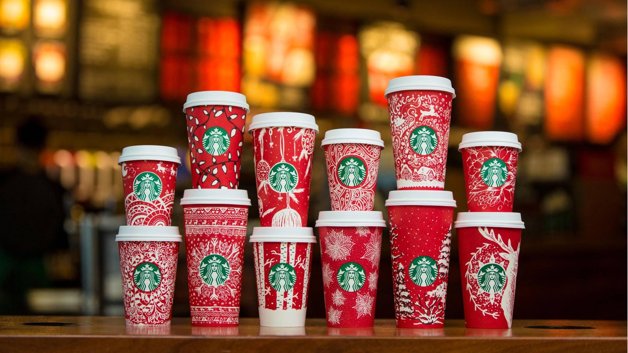 Es weihnachtet sehr auf den diesjährigen Bechern von Starbucks.