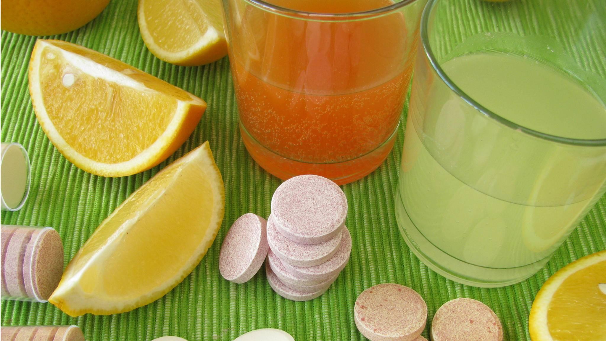 Antioxidantien stecken in Form von Vitamin C sowohl in Orangen als auch Vitamintabletten.