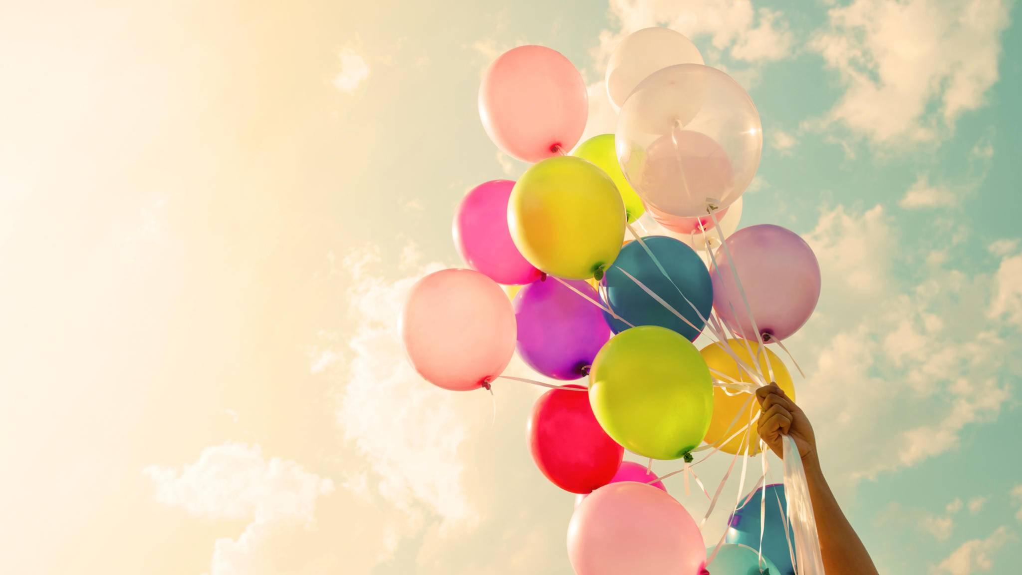 Mit Luftballons lassen sich viele schöne Dekorationen umsetzen.