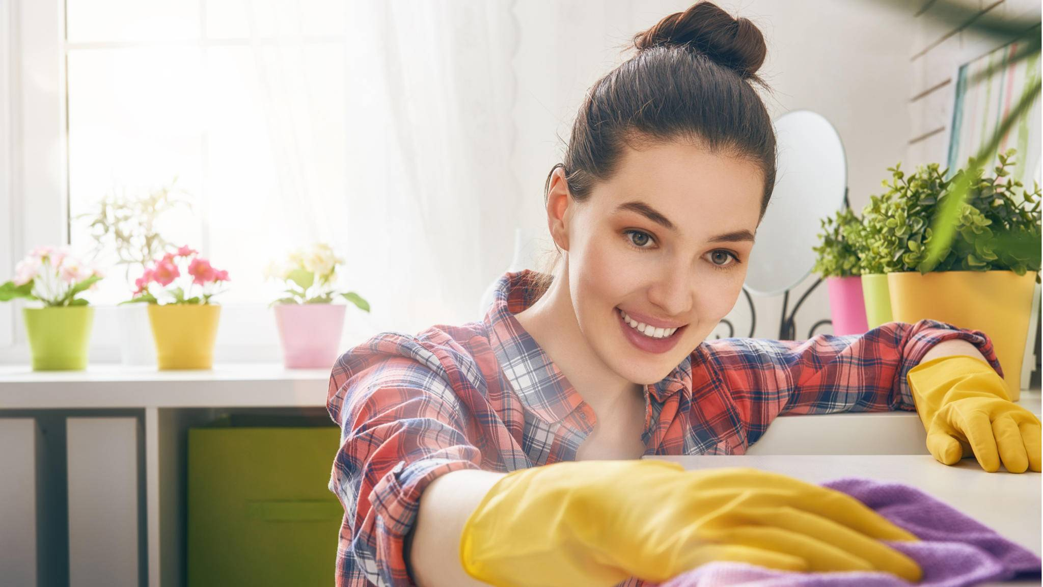 Der Frühjahrsputz muss nicht anstrengend sein: Viele moderne Haushaltsgeräte können Dir helfen, alles sauber und rein zu halten. Ohne große Mühe.