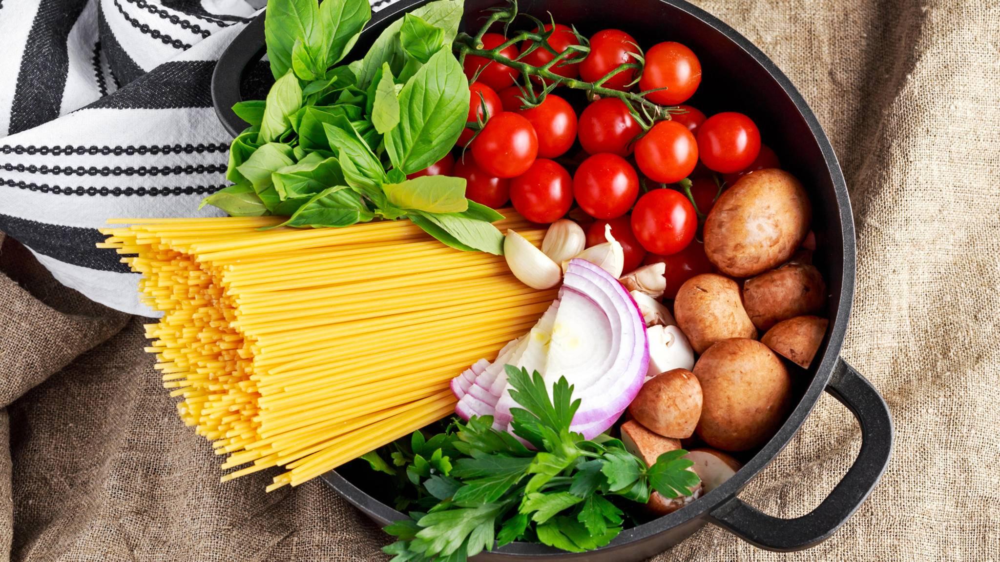 Pasta und Soße aus einem Topf: One Pot Pasta.