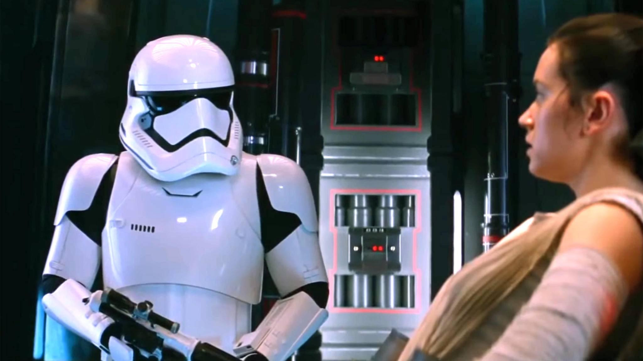 Unerwartet: Hinter der Maske dieses Stormtroopers versteckt sich Schauspielprominenz.