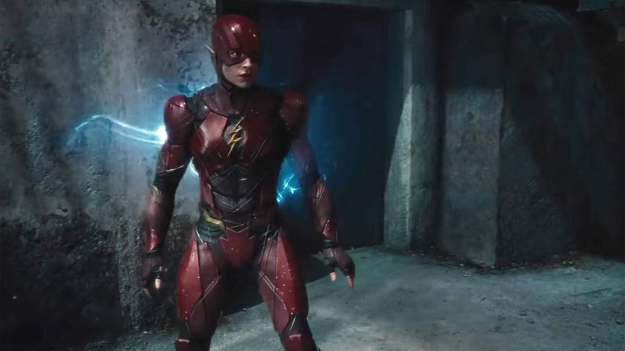 Für das DCEU startet The Flash (Ezra Miller) im neuen Anzug durch.