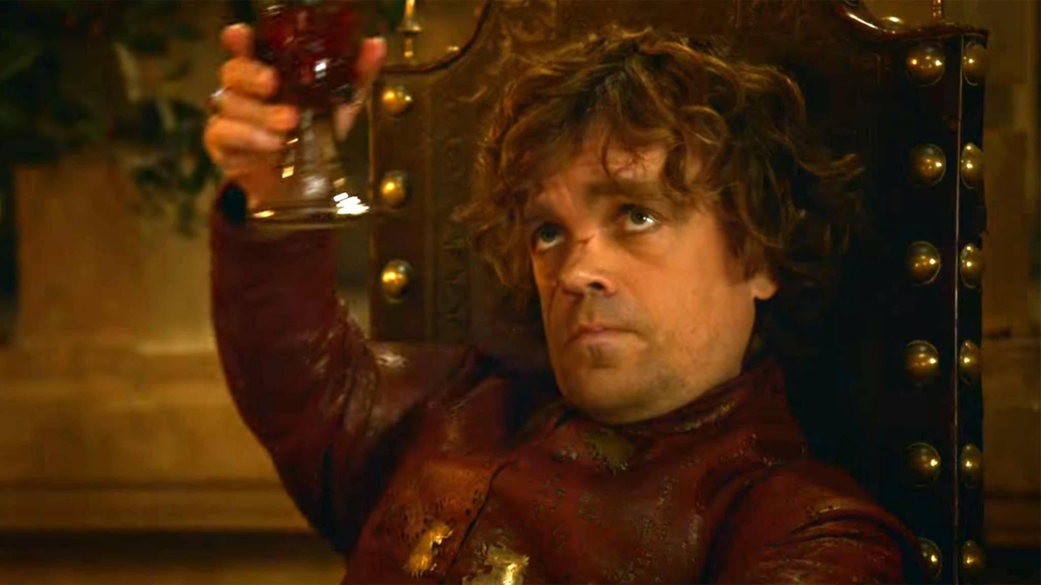 Ein unzertrennliches Duo: Tyrion Lannister und ein Glas Wein.