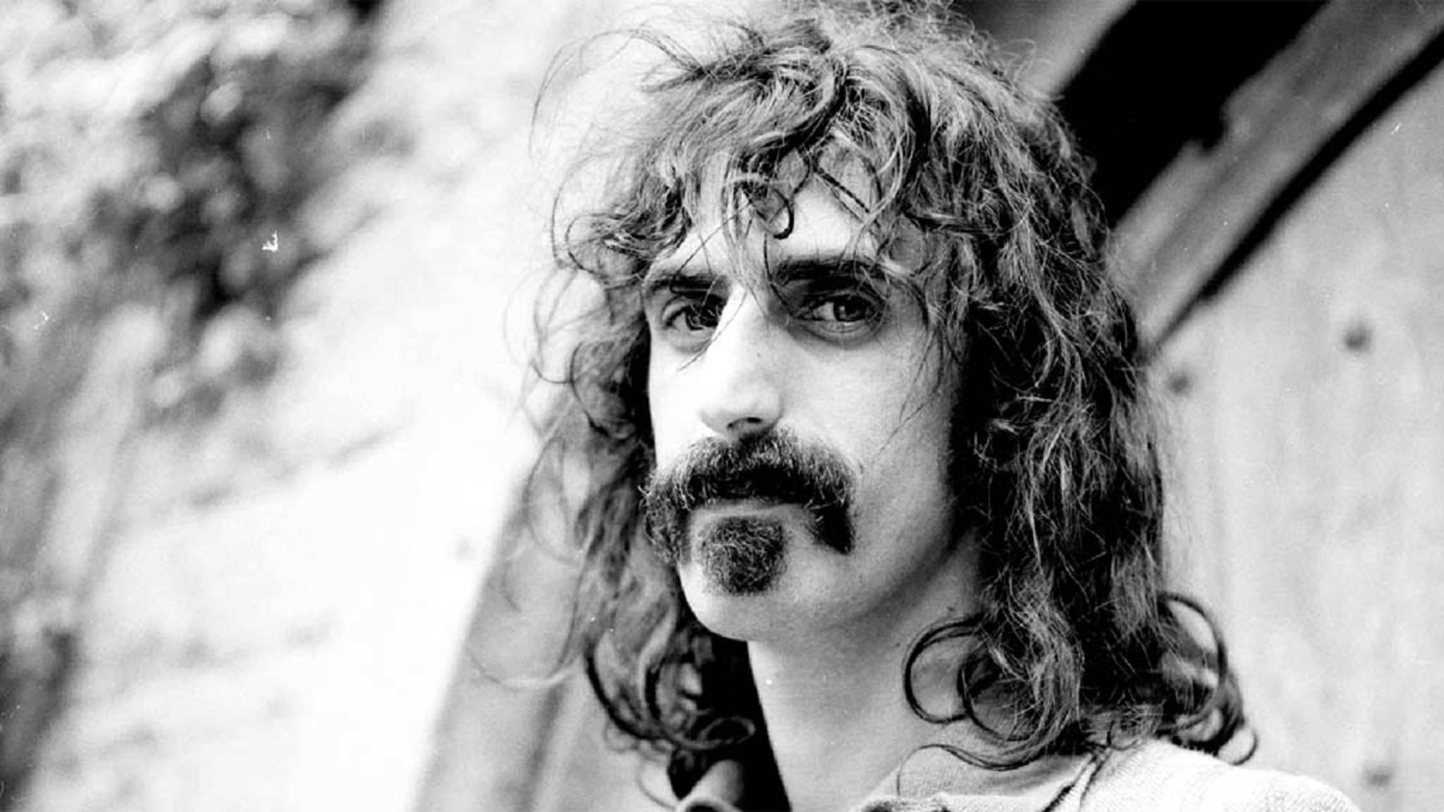 Kaum jemand hat so viele Alben veröffentlicht wie Musik-Visionär Frank Zappa. Wie gesagt: KAUM jemand...