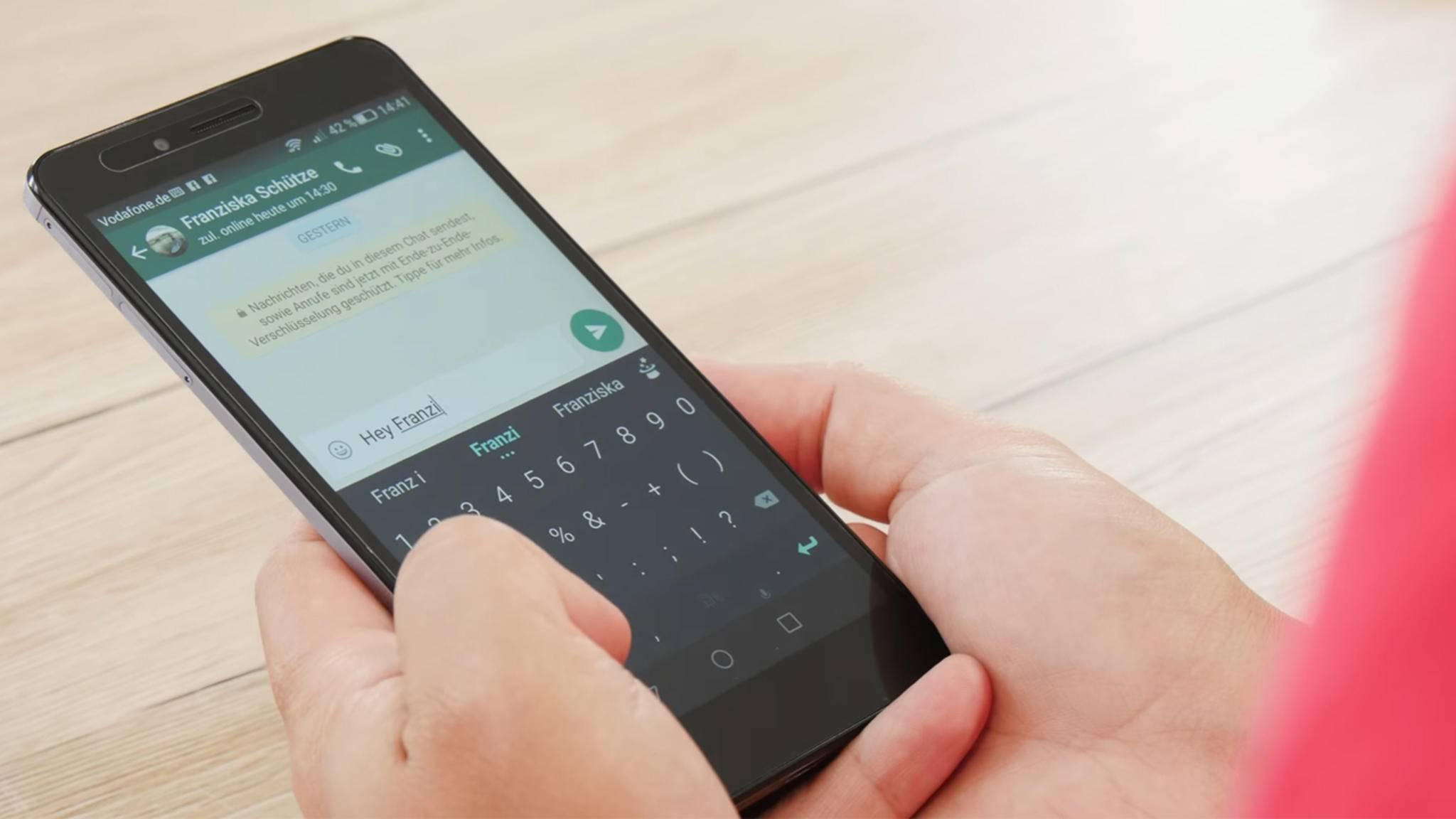 Um die Sprache in WhatsApp zu ändern, musst Du sie für das ganze Smartphone umstellen.