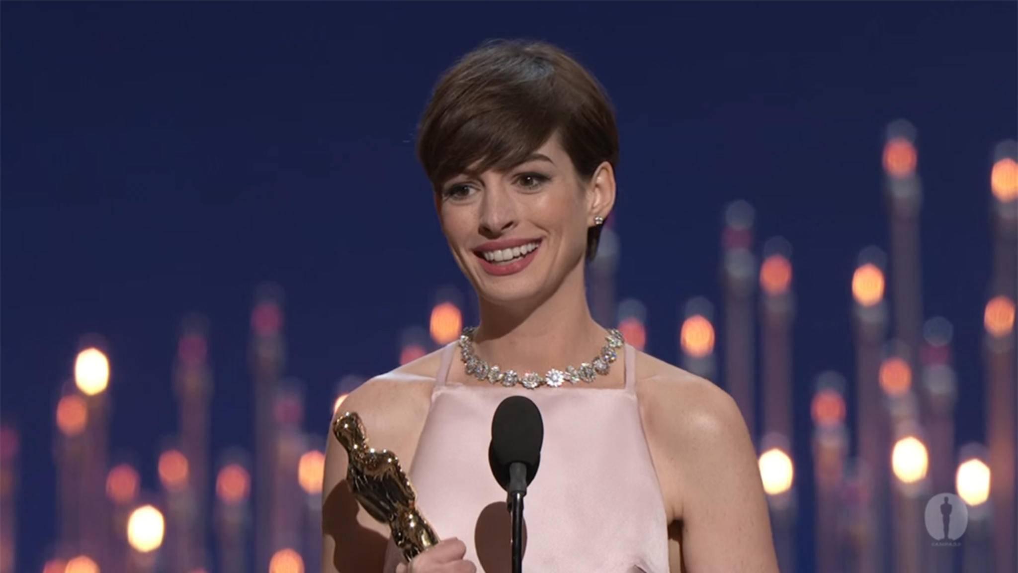 """Anne Hathaway gewinnt 2013 einen Oscar für ihre Rolle in """"Les Misérables""""."""