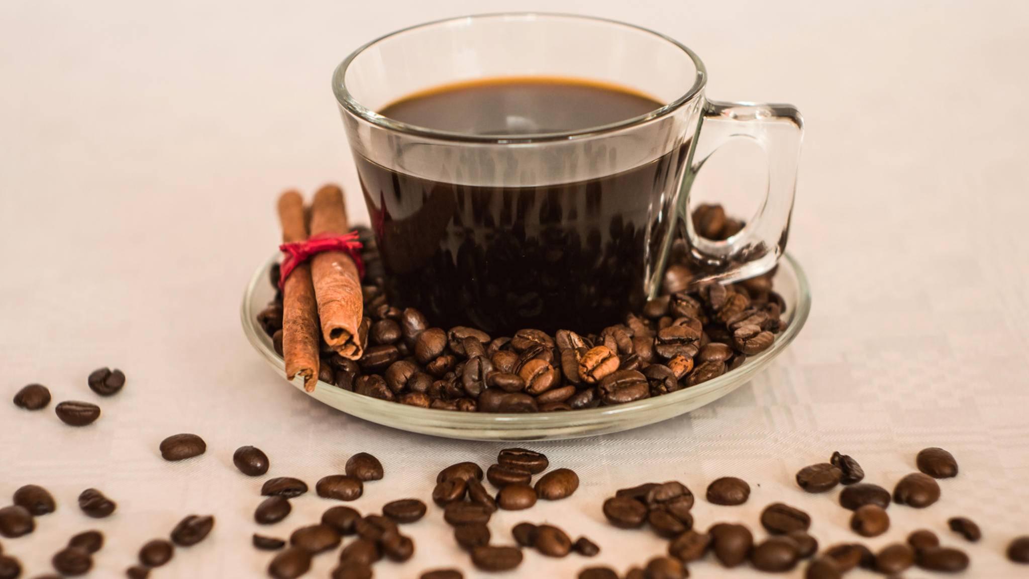 Ein langer Espresso, auch Americano genannt, schmeckt aus Vollautomaten oft besser als der voreingestellte Café Crème.