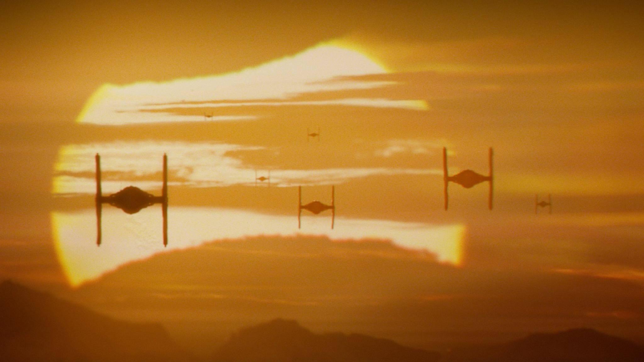 """Erster Blick hinter die Kulissen: So sieht's am """"Star Wars""""-Set der Serie aus."""