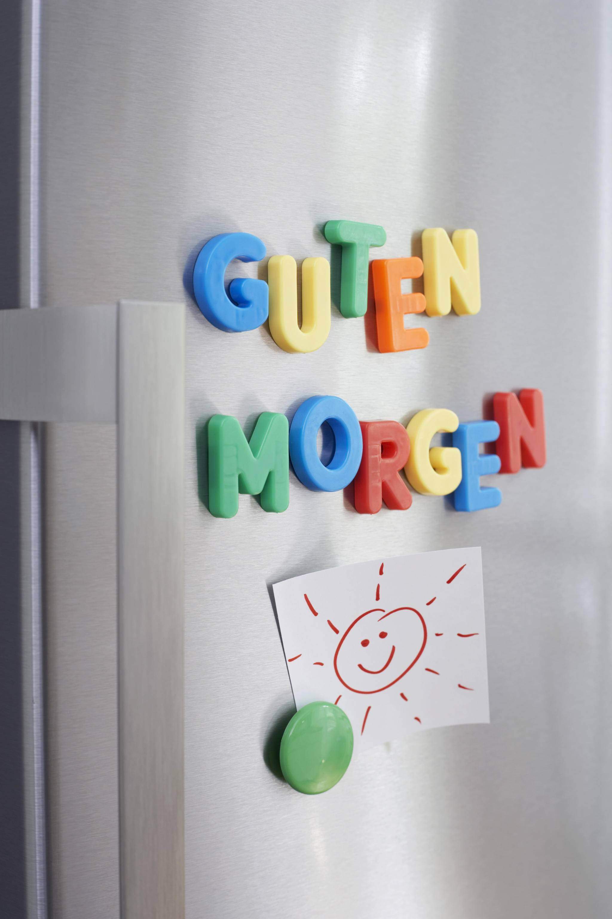 Der Kühlschrank lässt sich nicht nur mit Magneten verschönern.