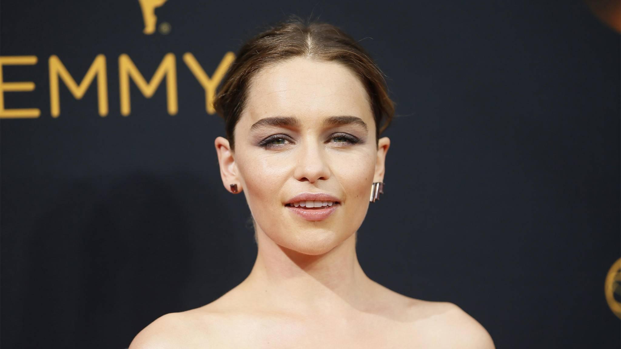 "Emilia Clarke verkörpert in ""Game of Thrones"" Daenerys Targaryen."
