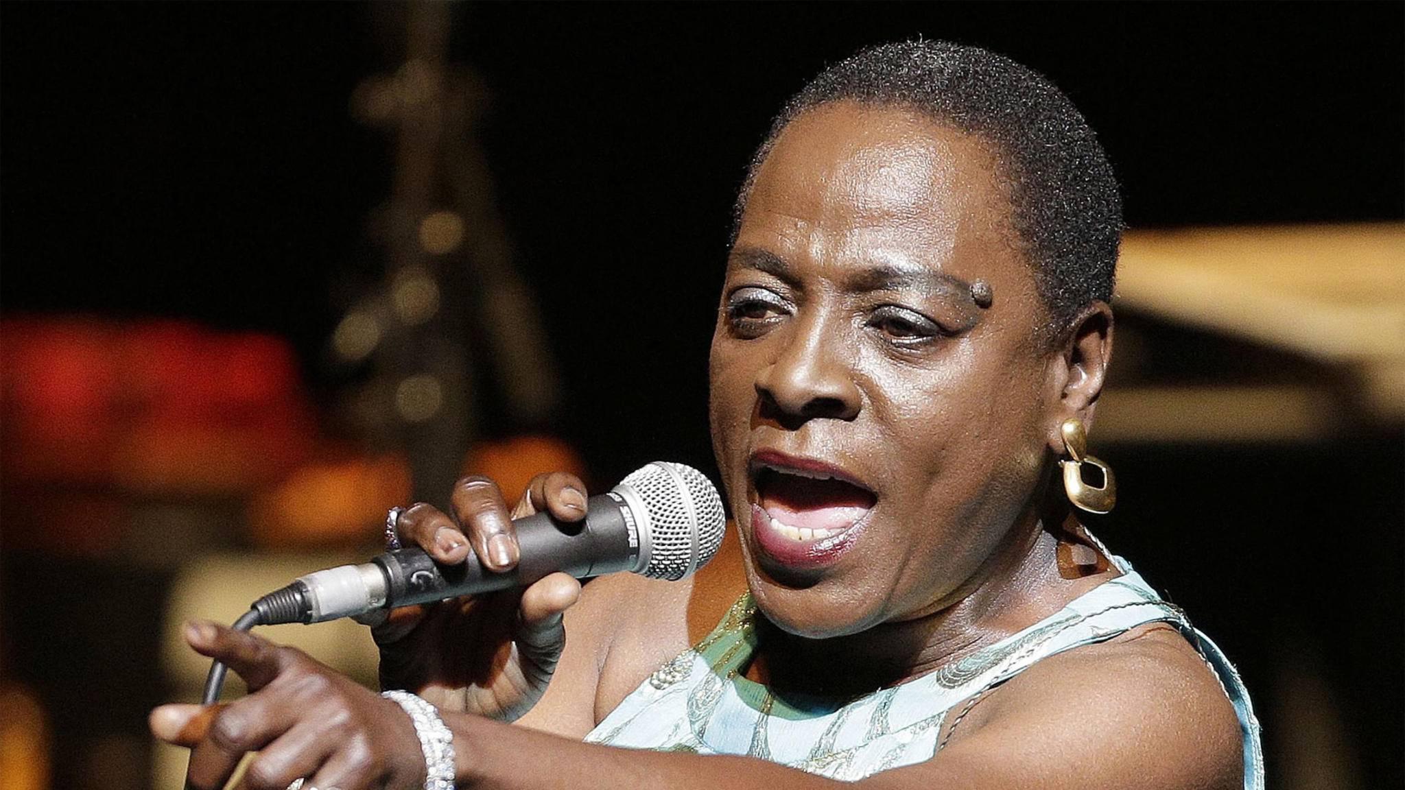 Sharon Jones war für ihre energiegeladenen Bühnenshows bekannt.