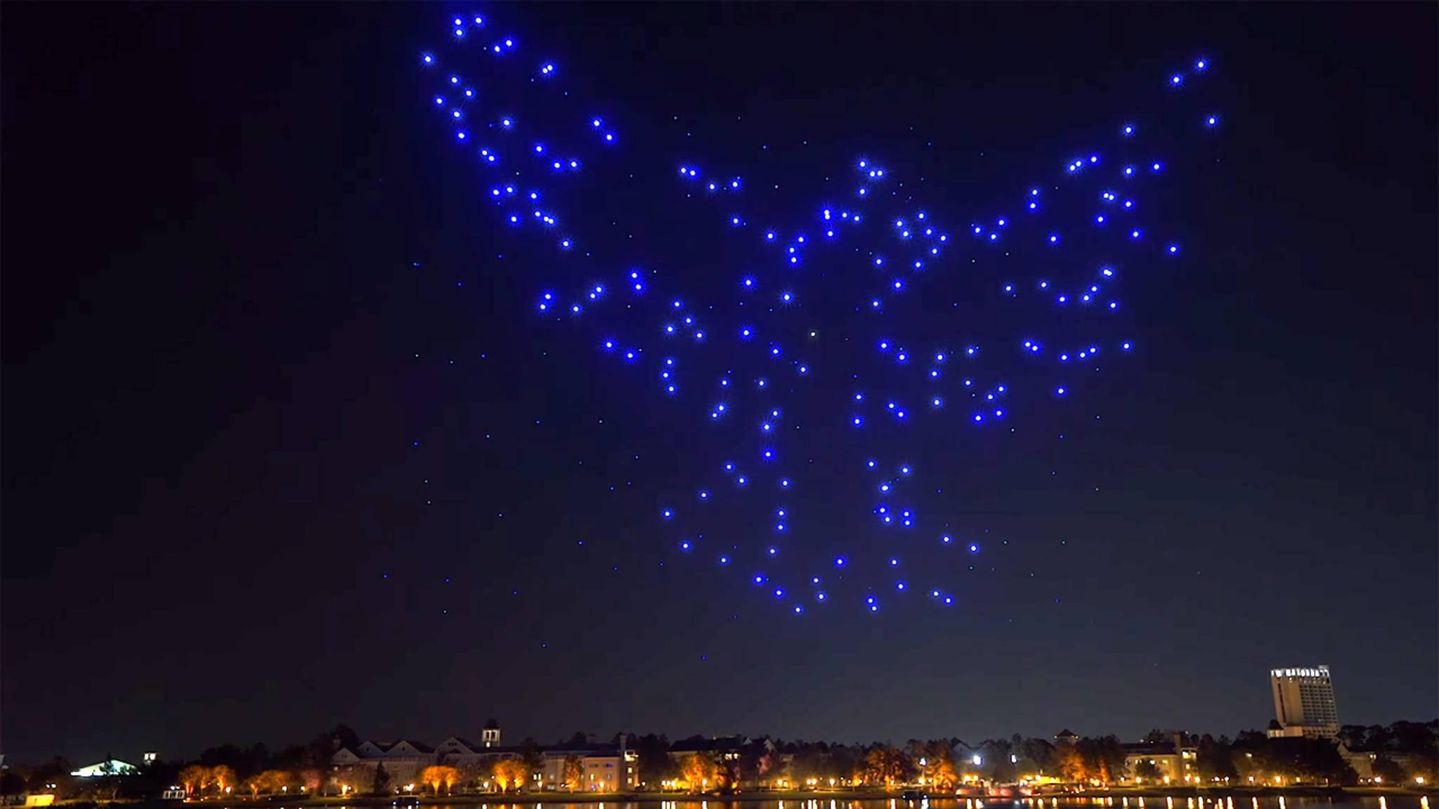 Eine Taube aus Sternen: Disney und Intel begeistern mit ihrer neuen Drohnen-Flugshow.