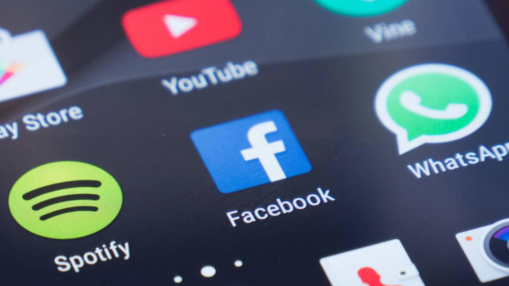 Das Problem mit den Akku-saugenden Facebook-Apps wurde nun behoben.