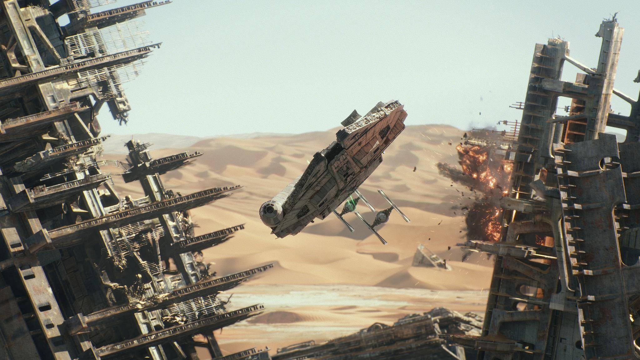 """Mit der neuen Blu-ray zu """"Star Wars: Das Erwachen"""" rast der Falke bald auch in 3D durchs S"""