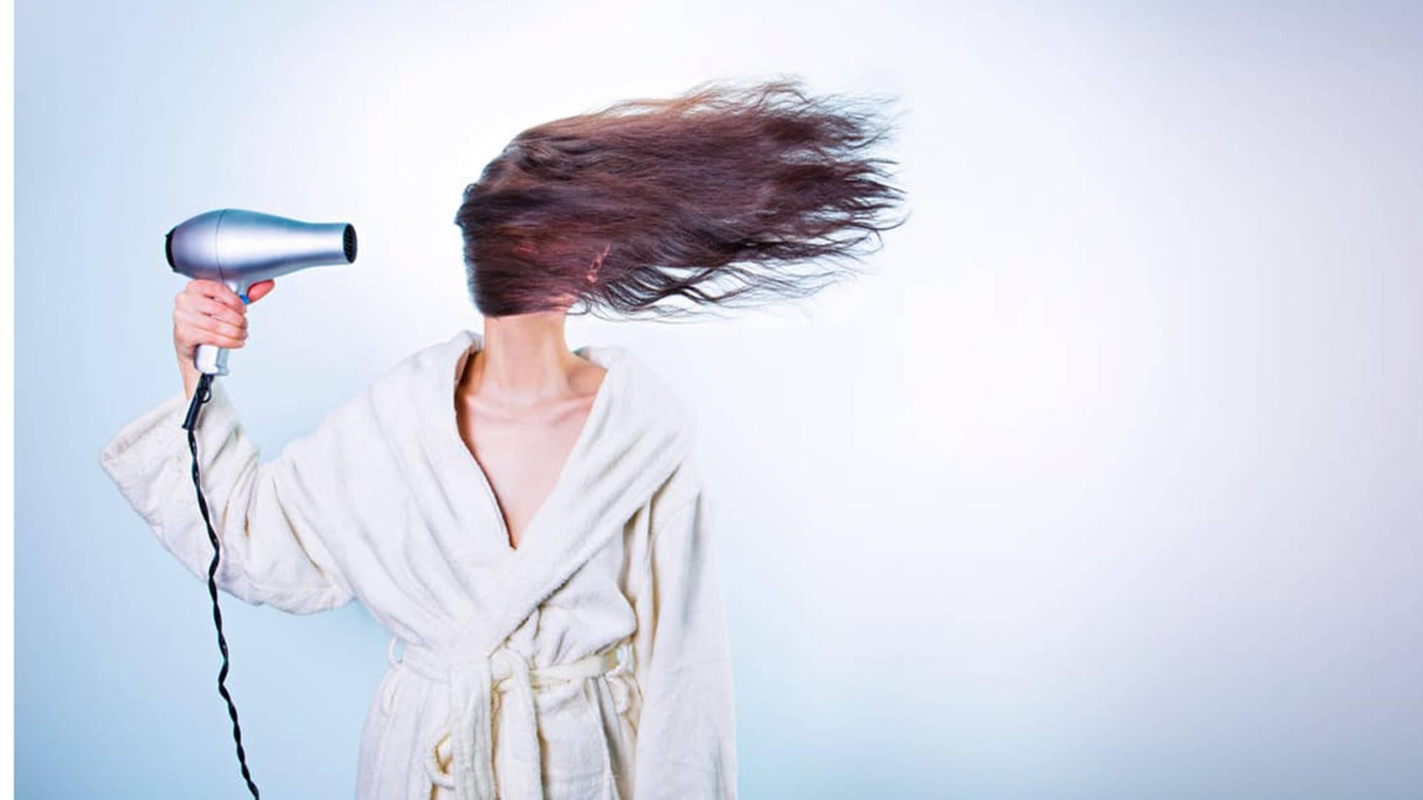 Haare föhnen gleicht manchmal einer Raketenwissenschaft.