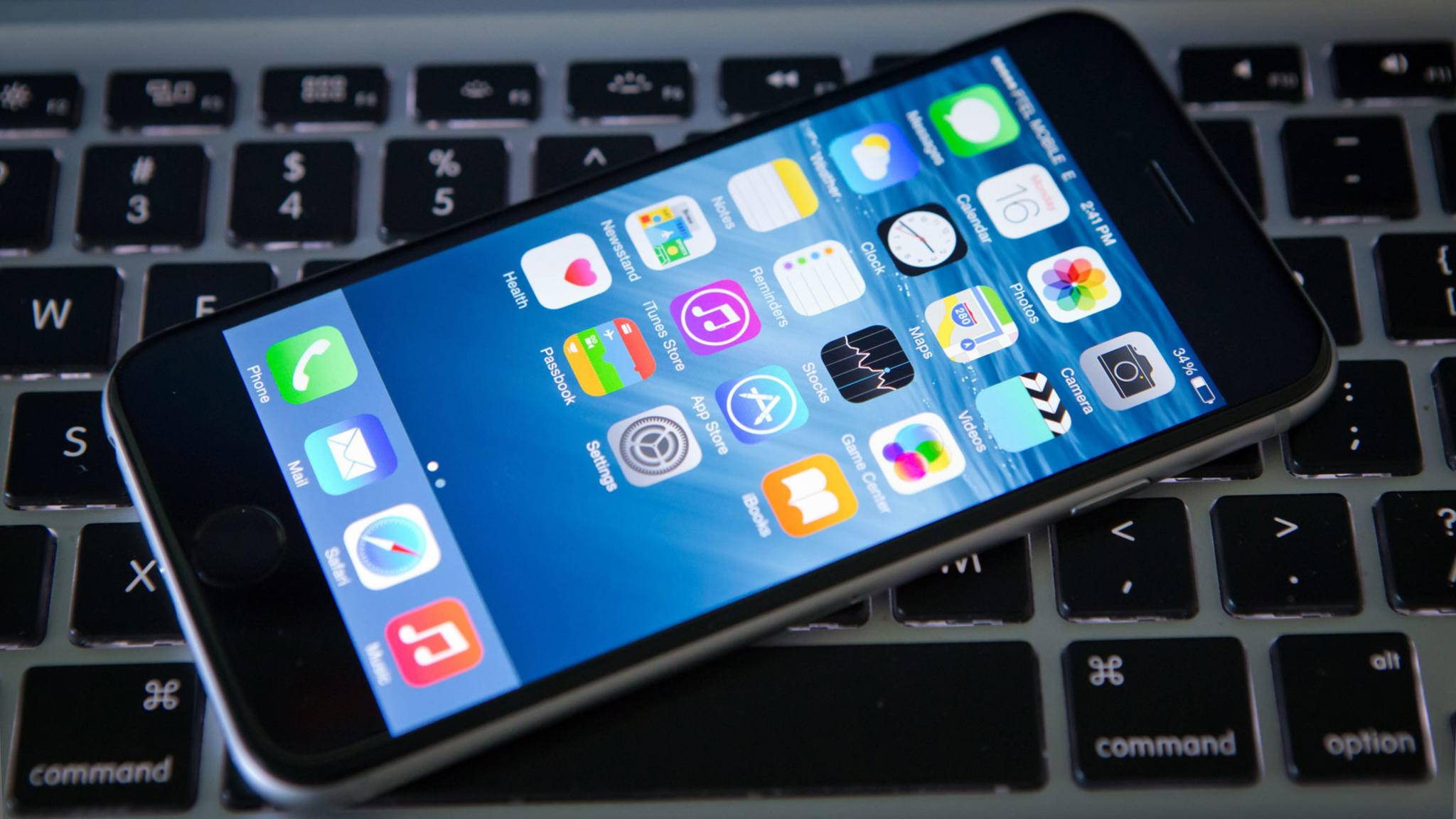Das iPhone arbeitet nicht nur mit dem MacBook hervorragend zusammen.