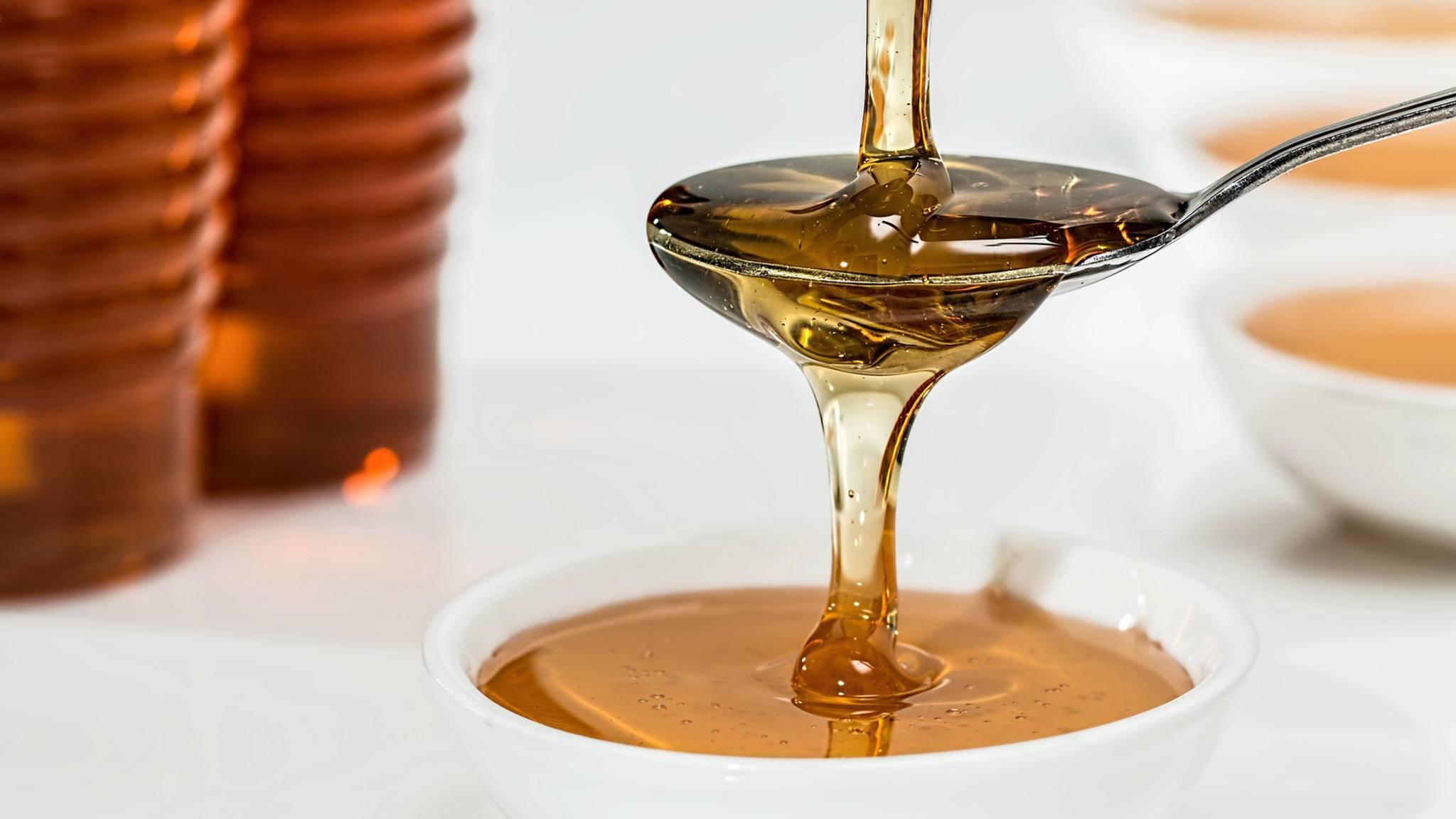 Goldgelb und praktisch unverderblich: Honig hält sich ewig.