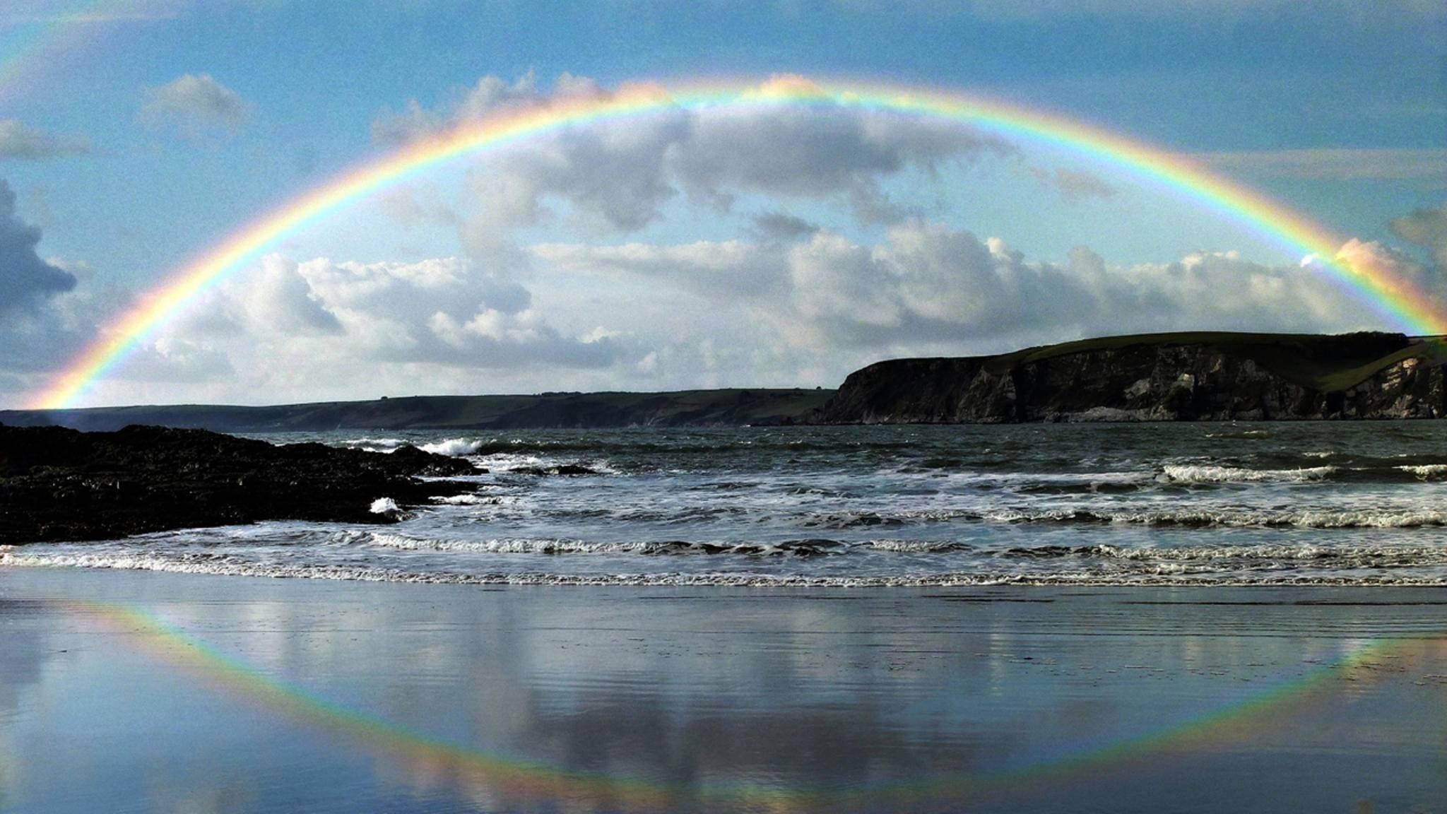 Wer hätte das gedacht? Den klassischen Regenbogen gibt's auch in Weiß!