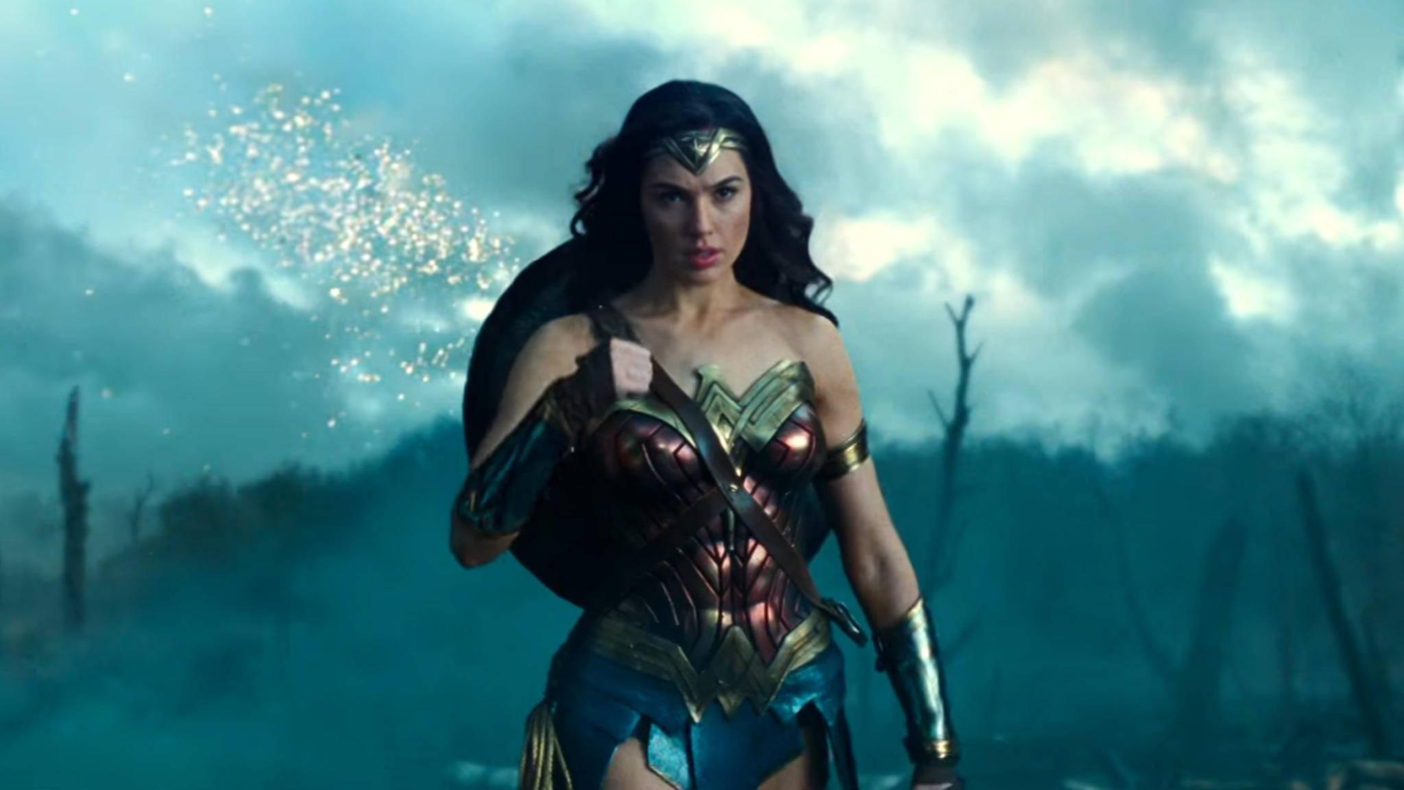 Wonder Woman (Gal Gadot) kämpft sich in ihrem Solofilm durch die Schützengräben des Ersten Weltkriegs.