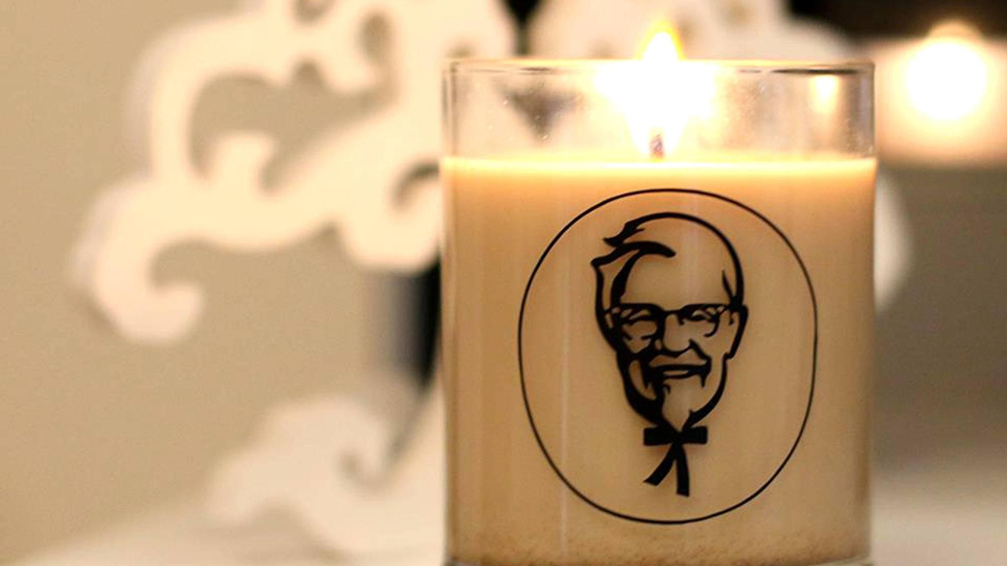 Der Colonel grinst und es duftet nach Brathähnchen: So stellt sich KFC Gemütlichkeit vor.