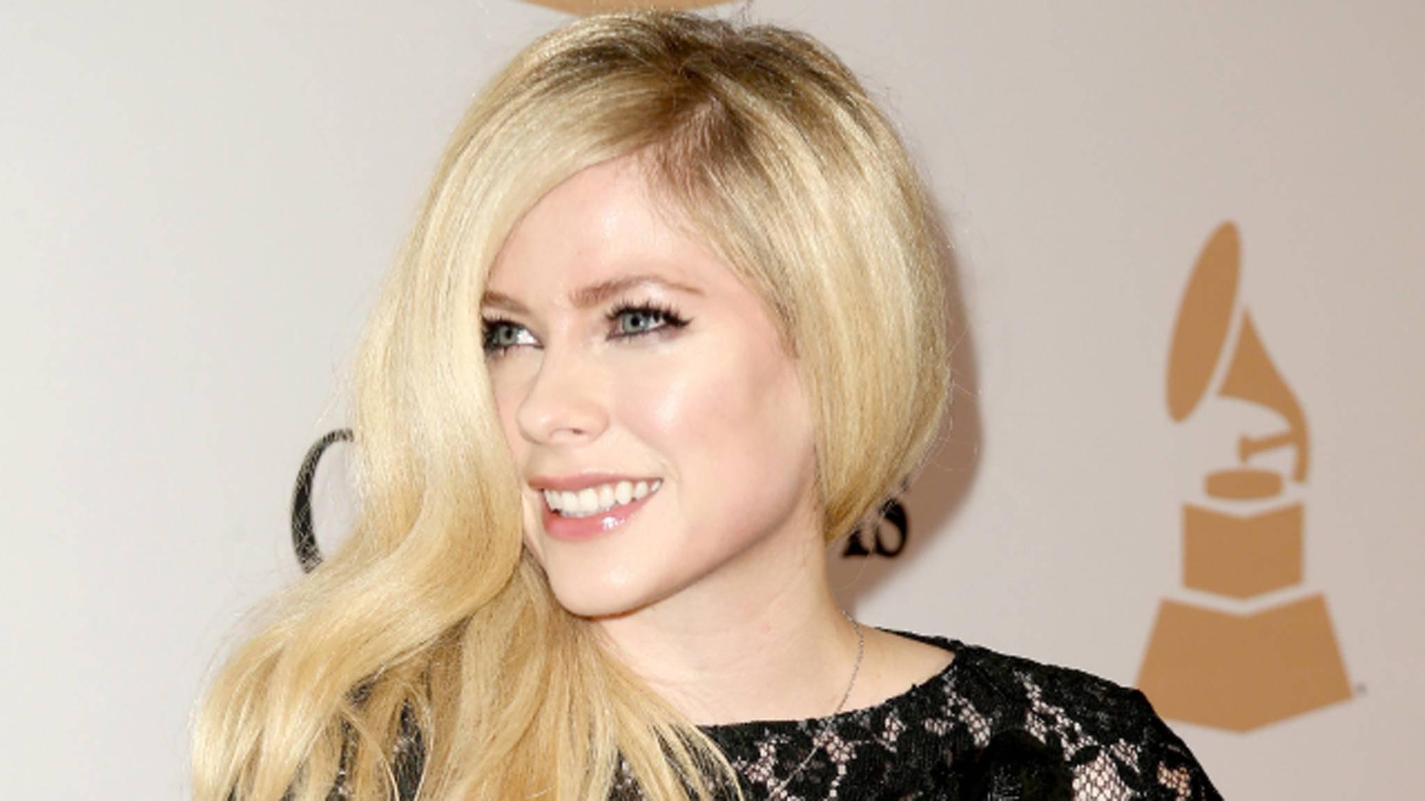 Gibt es nach vier Jahren endlich wieder neue Songs von Avril Lavigne?