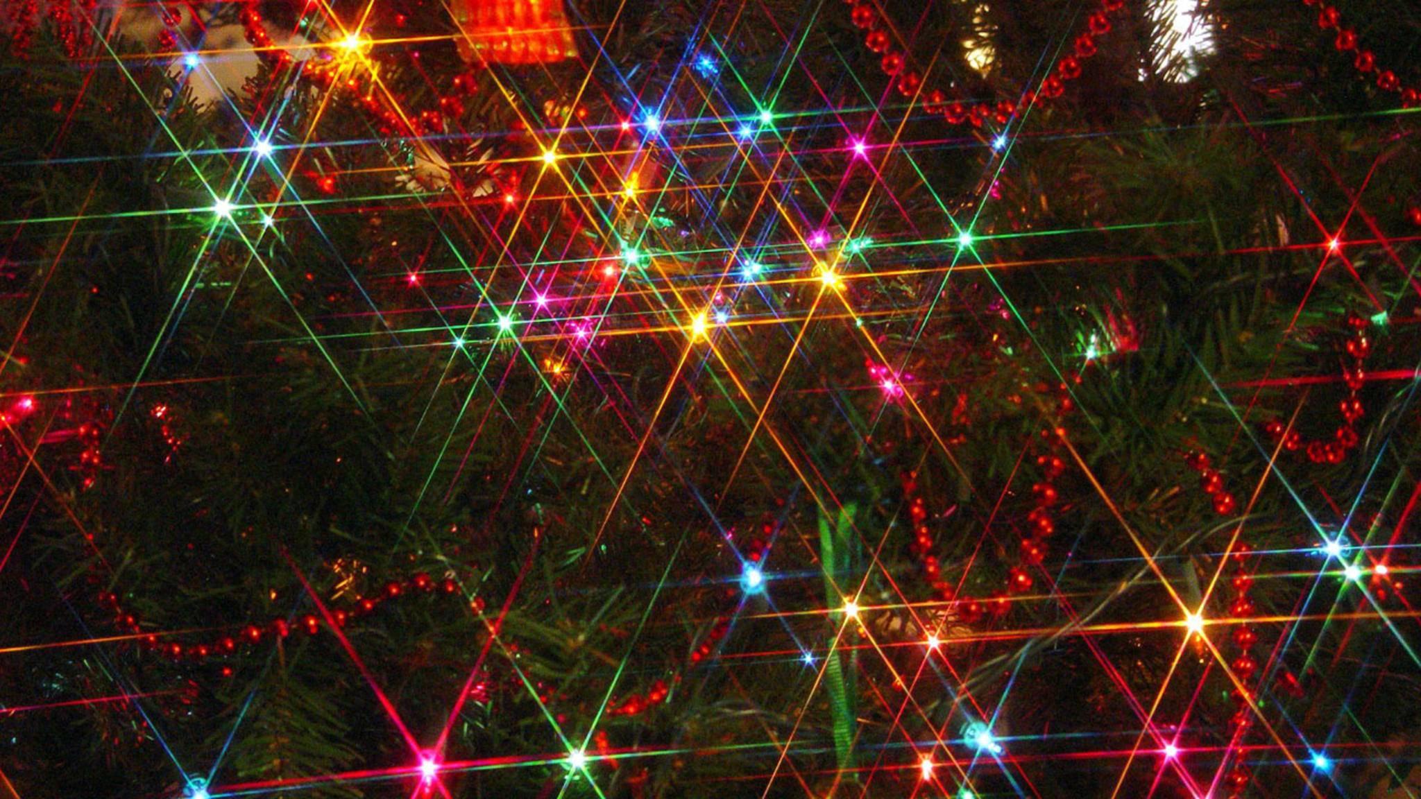 Es blitzt, blinkt und glitzert: Mit einem Sternfilter erstrahlen Weihnachtsfotos in noch festlicherem Licht.
