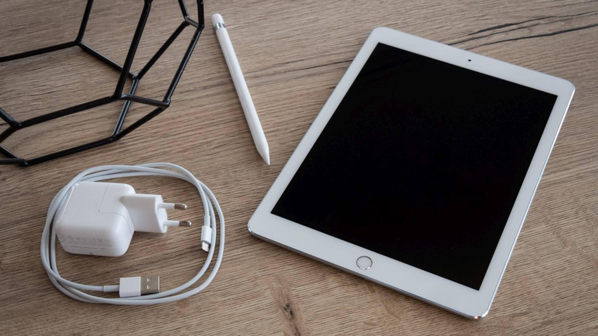 Das neue 10,5 Zoll große iPad Pro (hier das 9,7 Zoll-Modell) könnte Eigenschaften des iPad mini mit jenen des iPad Pro 12,9 verbinden.