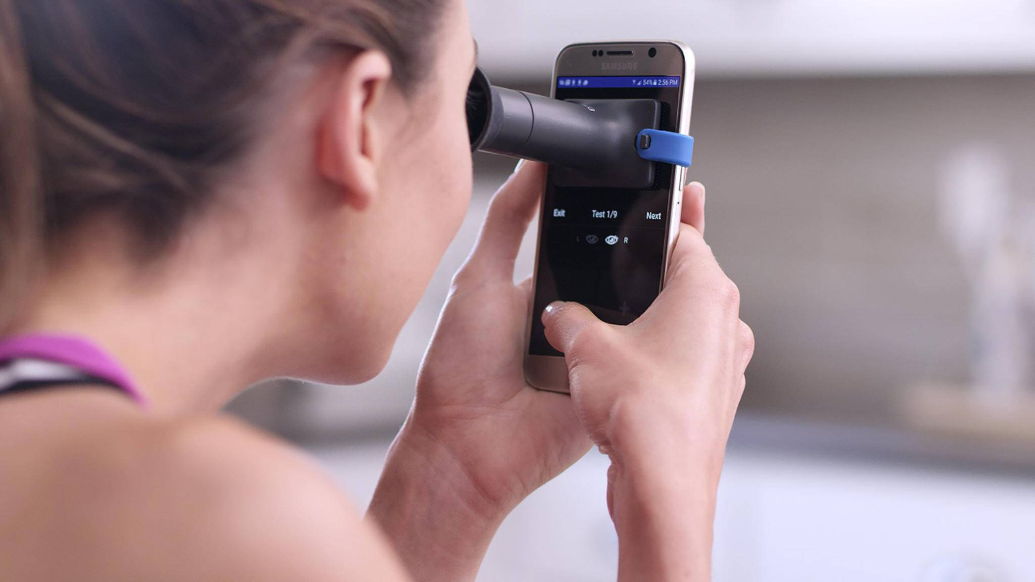 Das EyeQue ist ein Sehtest mit Smartphone-App.