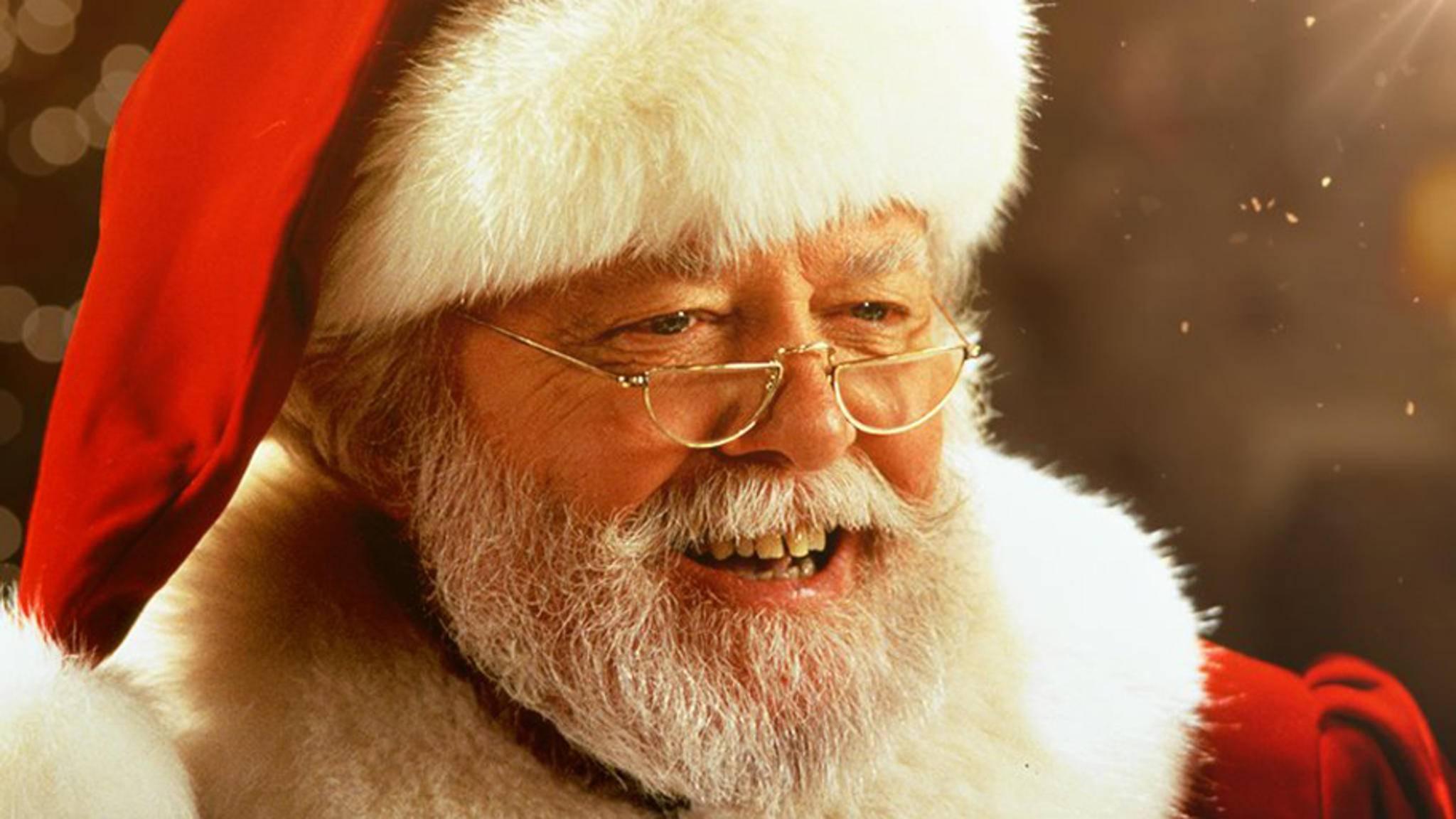 """In das """"Das Wunder von Manhattan"""" begeisterte Richard Attenborough als Weihnachtsmann die Zuschauer."""