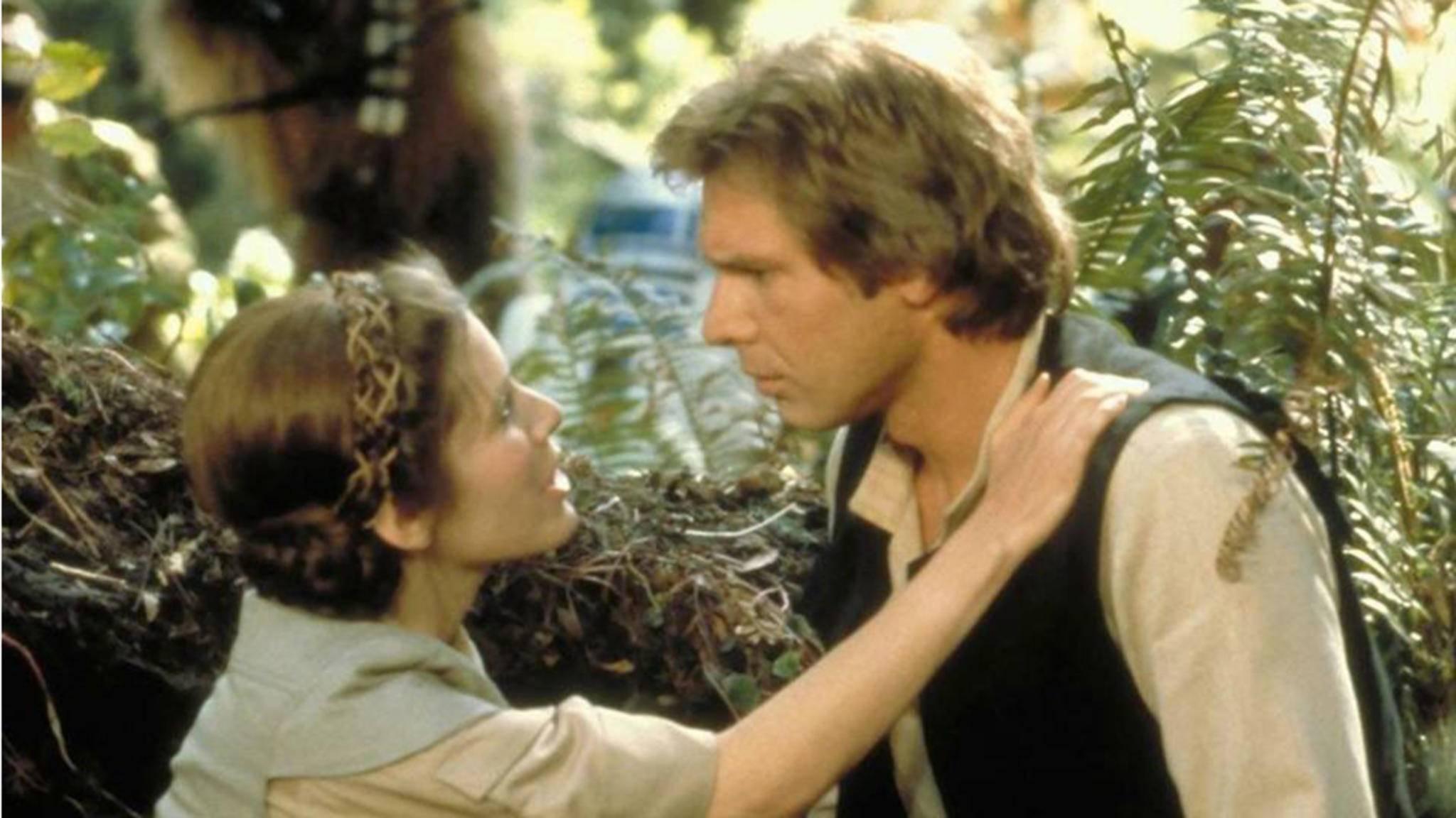 """Fans haben es schon immer gehofft und vermutet: Zwischen Carrie Fisher und Harrison Ford lief bei """"Krieg der Sterne"""" was."""