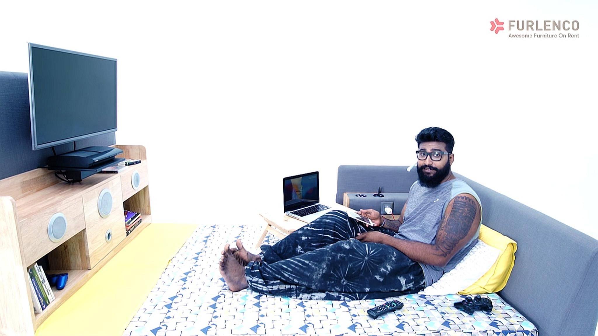 """""""What the Bed?"""" Der offizielle Slogan zum Furlenco-Bett mit integriertem Fernseher bringt es auf den Punkt."""