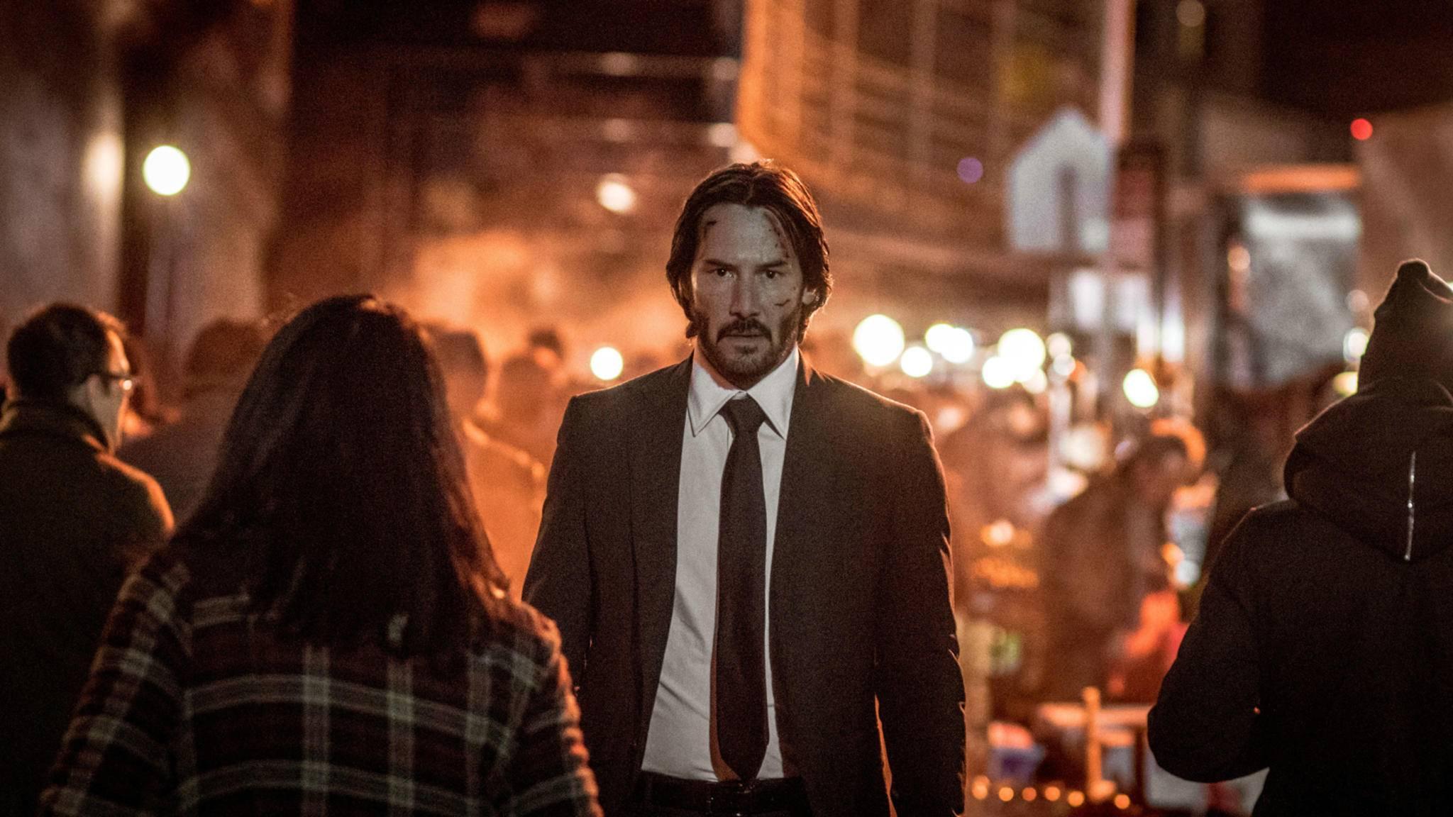 Keanu Reeves könnte bald das Superheldenkostüm überwerfen.